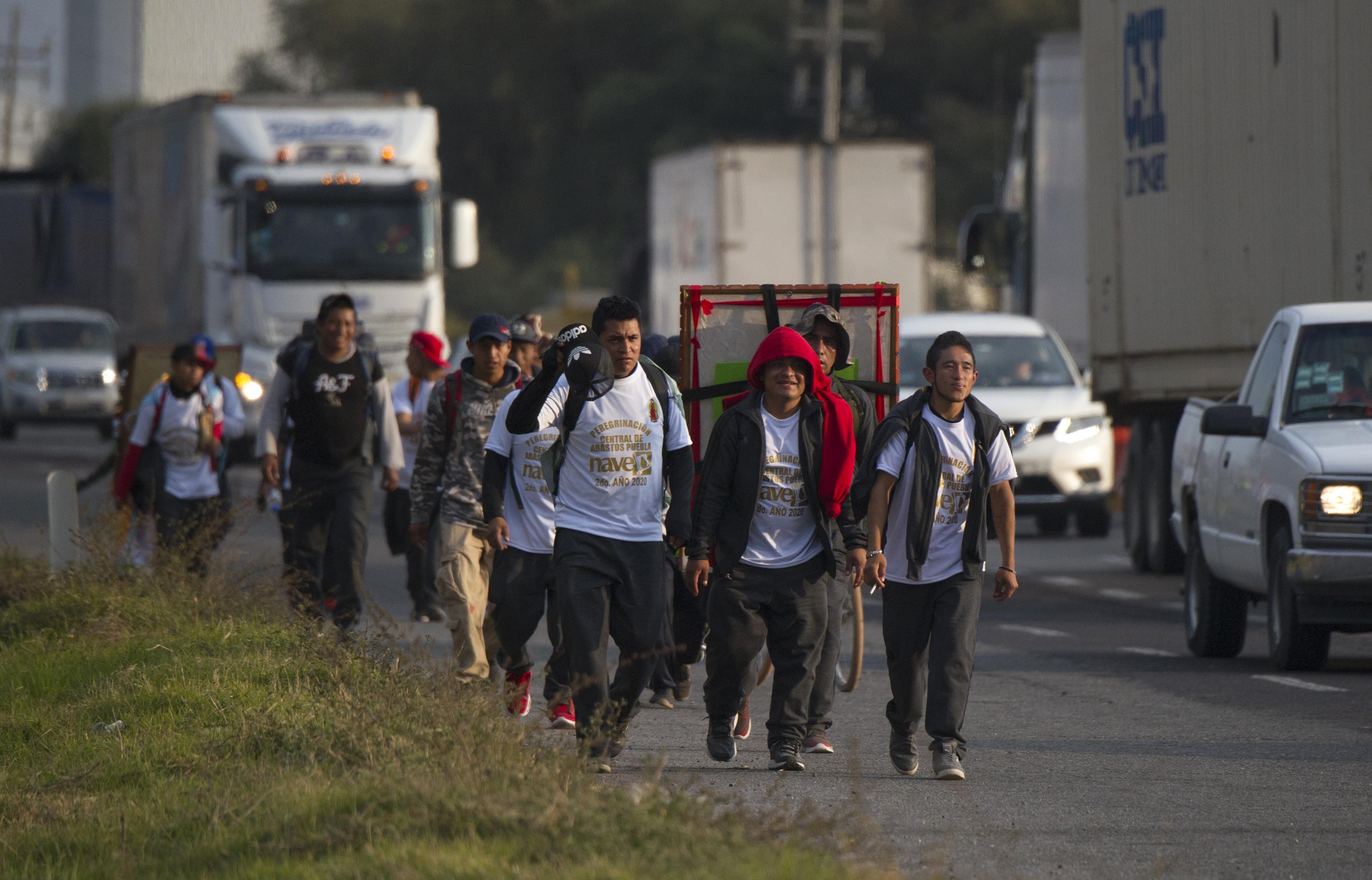 Carretera federal en Puebla, México, de camino a la Basílica de Guadalupe en la Ciudad de México, el 7 de diciembre de 2020.