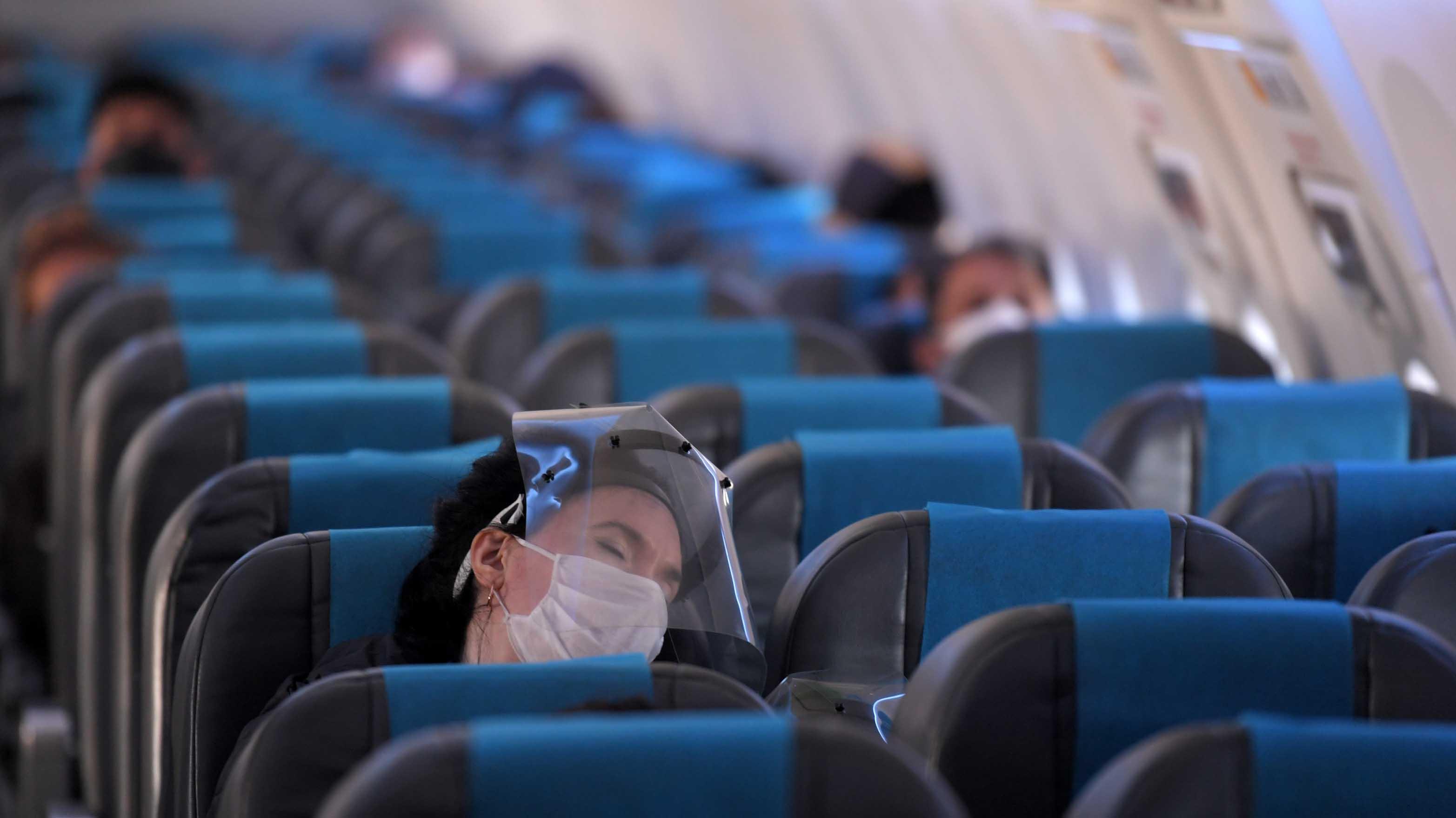 Tucumán y Tierra del Fuego dispusieron que los pasajeros deben presentar un test negativo para ingresar a sus territorios. Para evitar la cancelación de los vuelos previstos para hoy, se le otorgó a los pasajeros la posibilidad de realizarse el test una vez que arriben a destino.