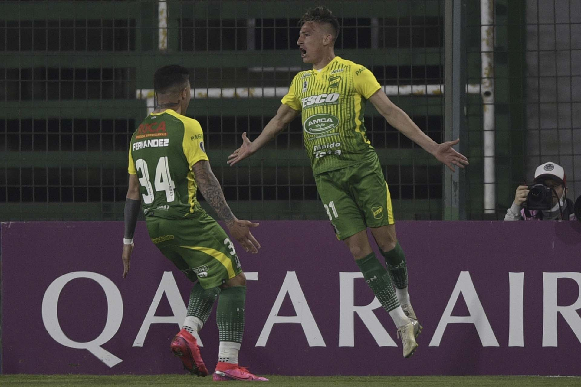 Plástico salto de Brian Romero en el festejo del primer gol del Halcón frente a los ecuatorianos (JUAN MABROMATA / POOL / AFP)