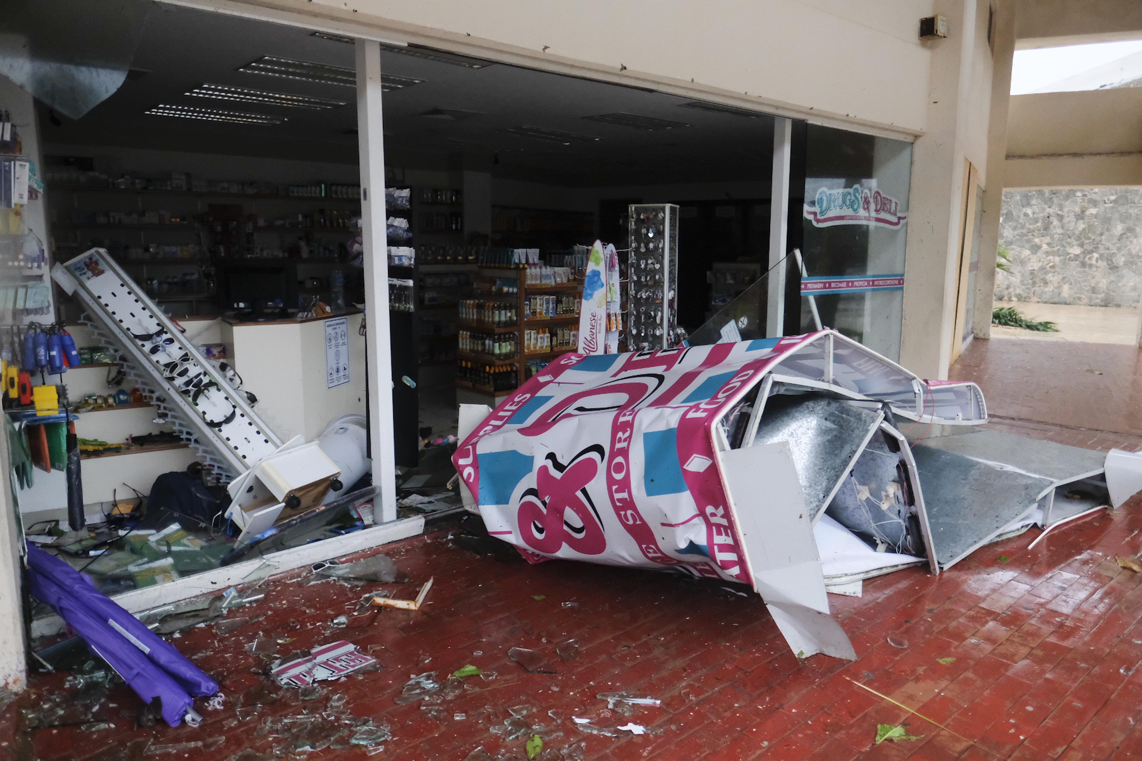 Un escaparate destrozado por el huracán Delta en Cancún, México, el miércoles 7 de octubre de 2020.