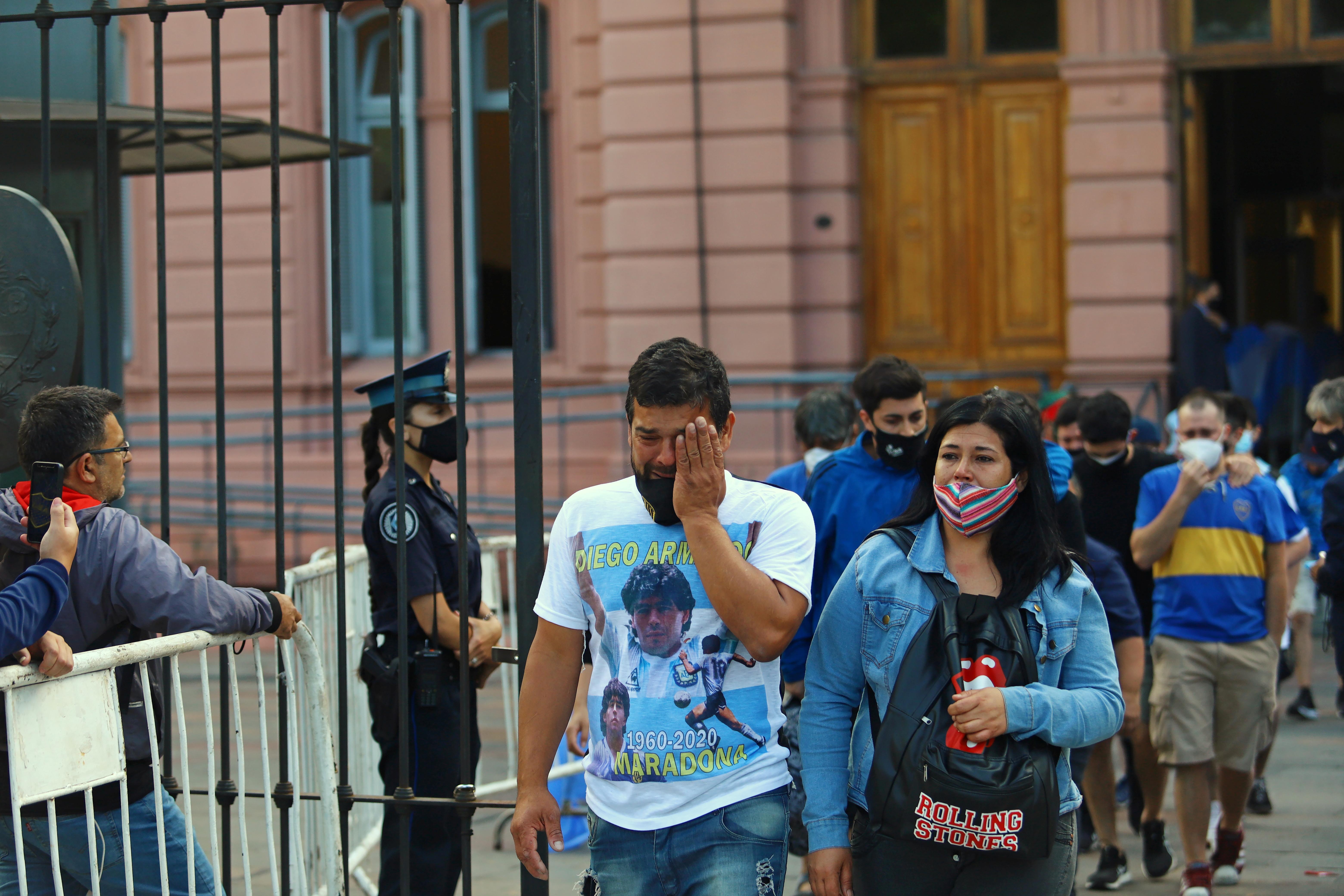 Las personas dejan la Casa Rosada tras los incidentes