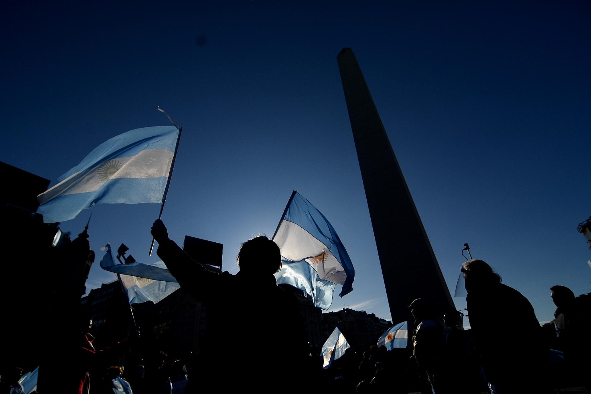 Entre las consignas de la protesta también estuvo el reclamo por la extensión de la cuarentena