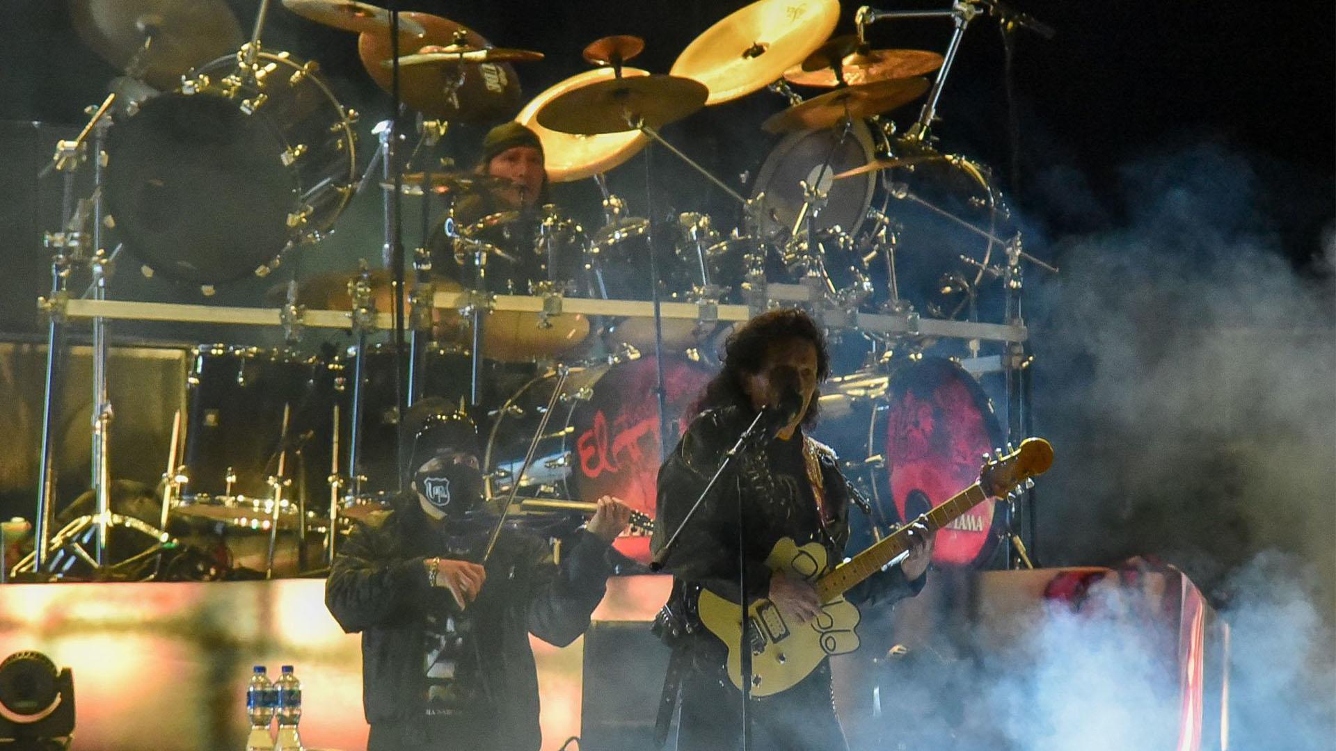 Alex Lora líder de la banda se mostró muy emocionado de poder presentarse frente a un publico en vivo después de meses de inactividad en los escenarios (Foto: Cuartoscuro)