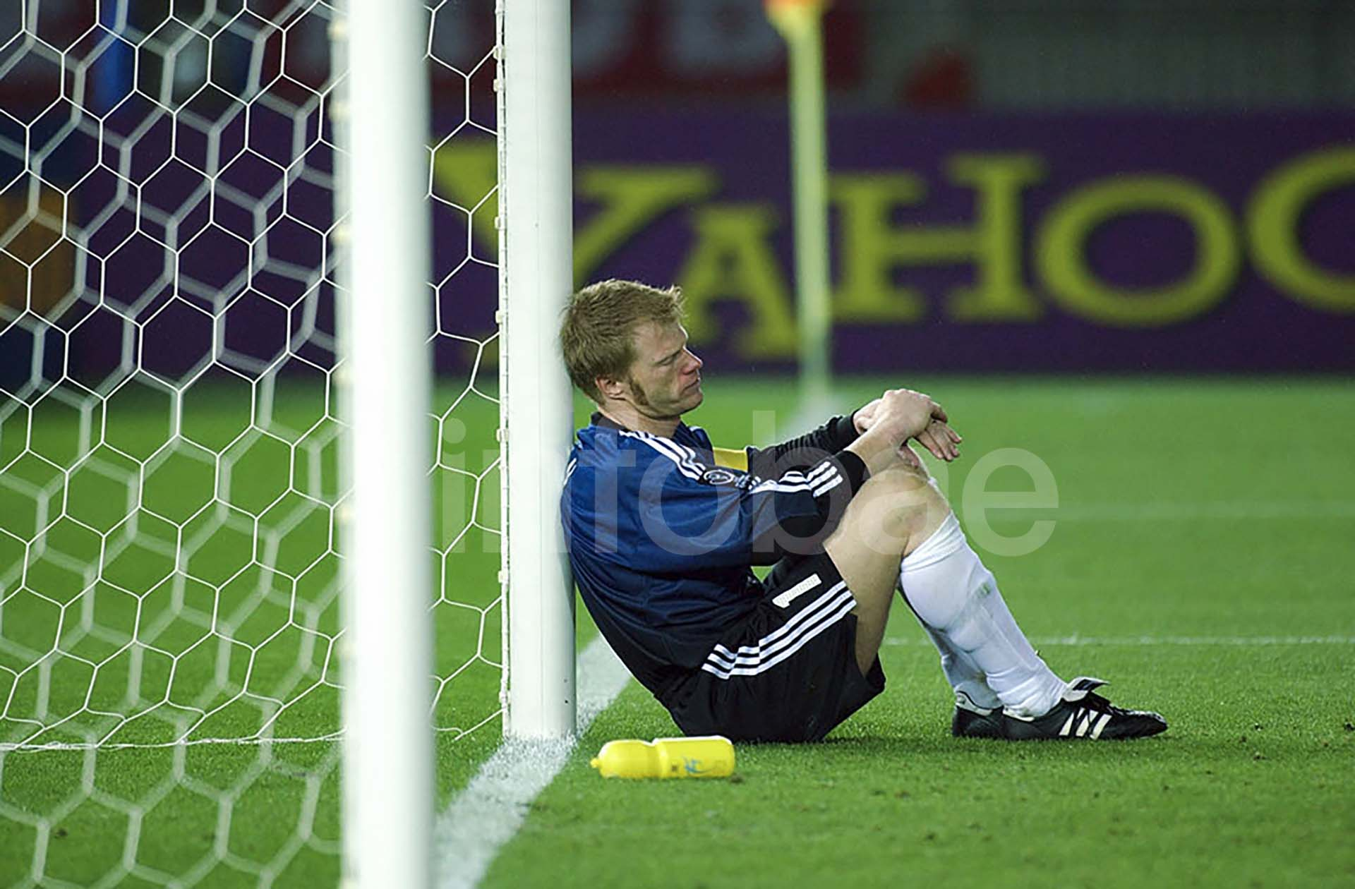 Oliver Kahn abatido tras la derrota de Alemania ante Brasil en la final de Corea-Japón 2002