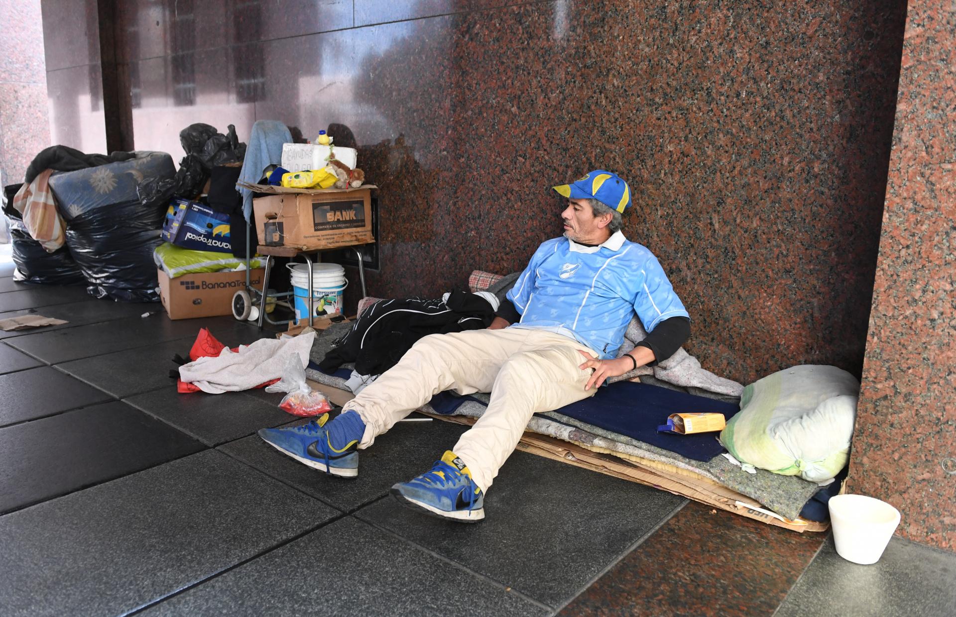 Leonardo Javier Macrino fue hallado muerto el domingo 7 de junio en la esquina de Saenz Peña y Chile, a metros del hotel de donde había sido desalojado cuatro días antes, supuestamente por falta de pago.