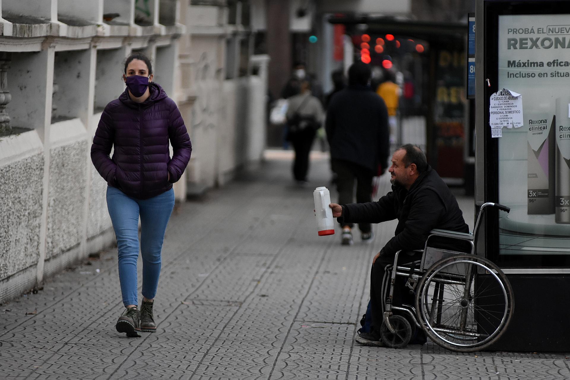 La crisis económica y la pandemia generaron situaciones estremecedoras. Al menos 1.500 personas atraviesan por primera vez en su vida la experiencia de vivir en la calle. En 2017, el 23% de los encuestados dijo que era su primera vez sin techo, pero en 2019 representó el 52%.