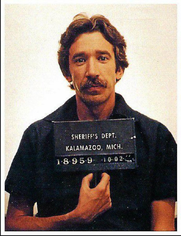 El cómico Tim Allen fue arrestado en octubre de 1978 en el aeropuerto de Kalamazoo (Michigan) acusado de venta de drogas