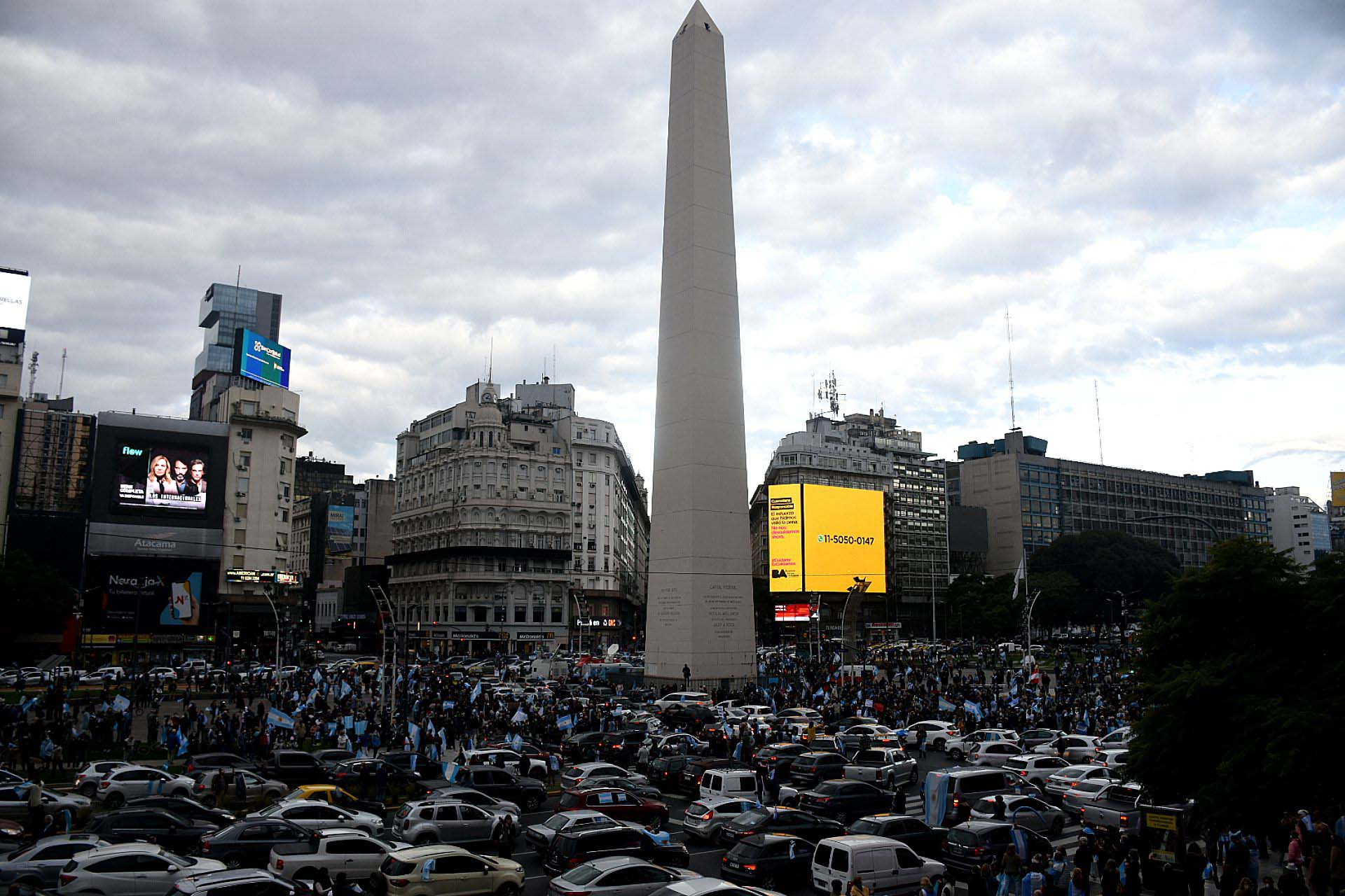 Obelisco rodeado: cientos de autos salieron a las calles para expresar su rechazo al proyecto de expropiación de Vicentín