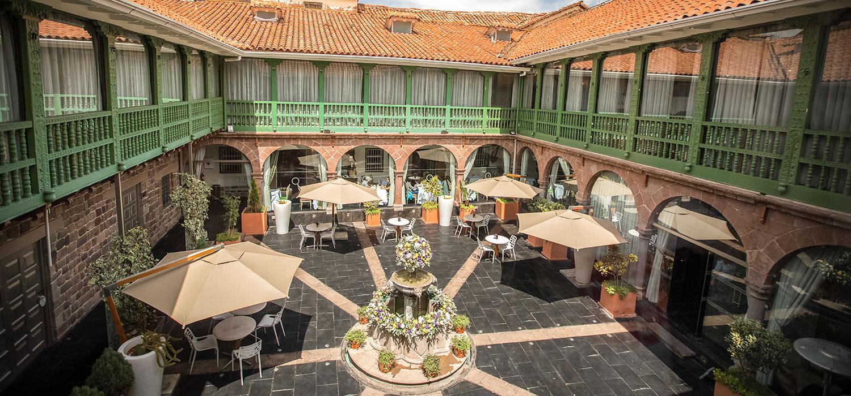 A solo dos cuadras de la Plaza de Armas en Cusco, esta mansión de estilo colonial del siglo XVI ha sido cuidadosamente actualizada con sistemas inteligentes de enriquecimiento de oxígeno (para lidiar con los 3.399 m de altitud de Cusco), pisos con calefacción y jacuzzis en sus 43 suites (Aranwa Hotels Resorts & Spas)
