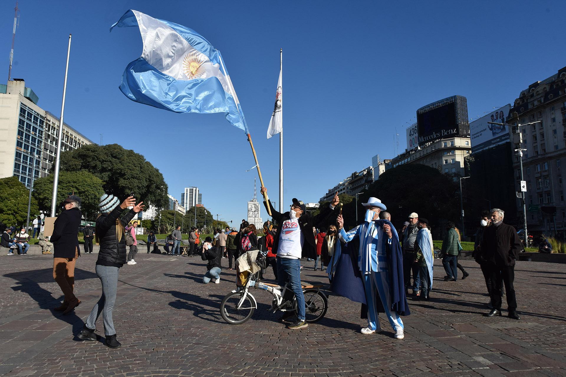 Con el pasar de las horas se multiplicó la cantidad de gente en el centro porteño