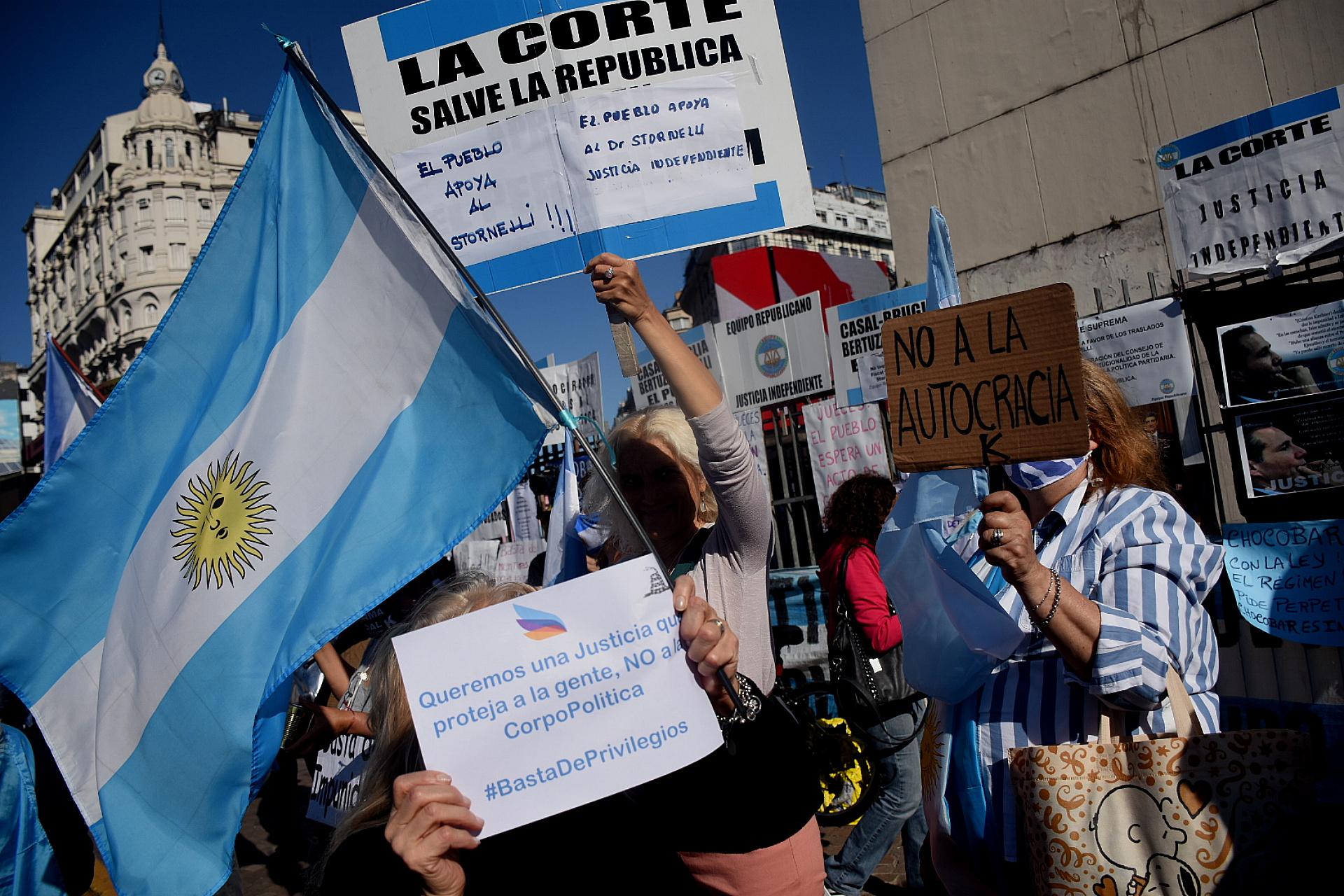 También se repitieron las consignas contra la reforma judicial y el desplazamiento de los jueces que investigaron a Cristina Kirchner