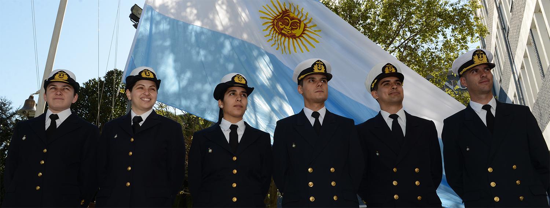 La carrera de Oficial de la Marina Mercante está abierta a jóvenes argentinos nativos o por opción de entre 18 y 24 años y de ambos sexos.