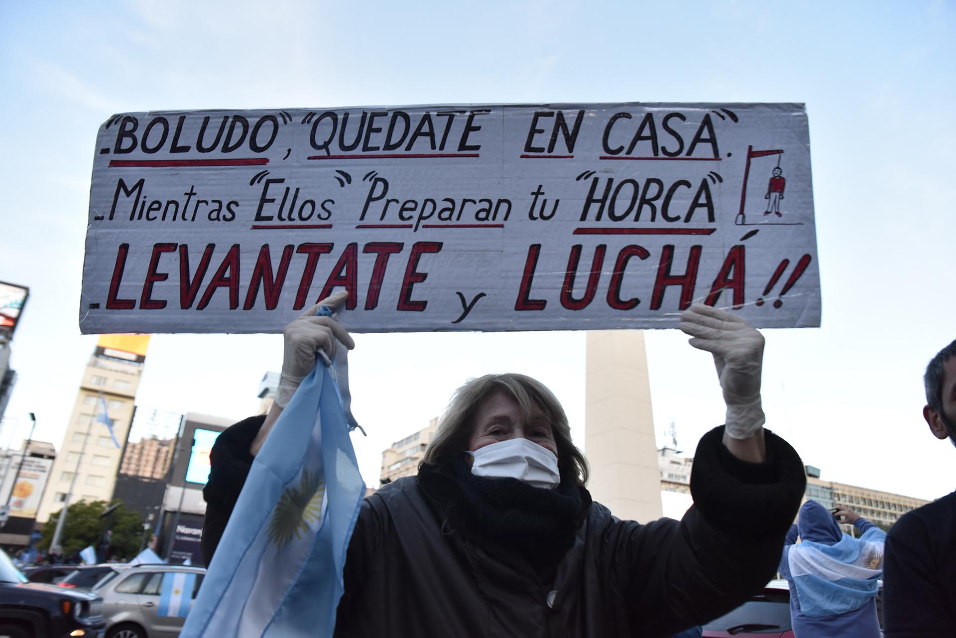 En la Ciudad de Buenos Aires muchos manifestantes llevaron pancartas con mensajes en contra del gobierno nacional