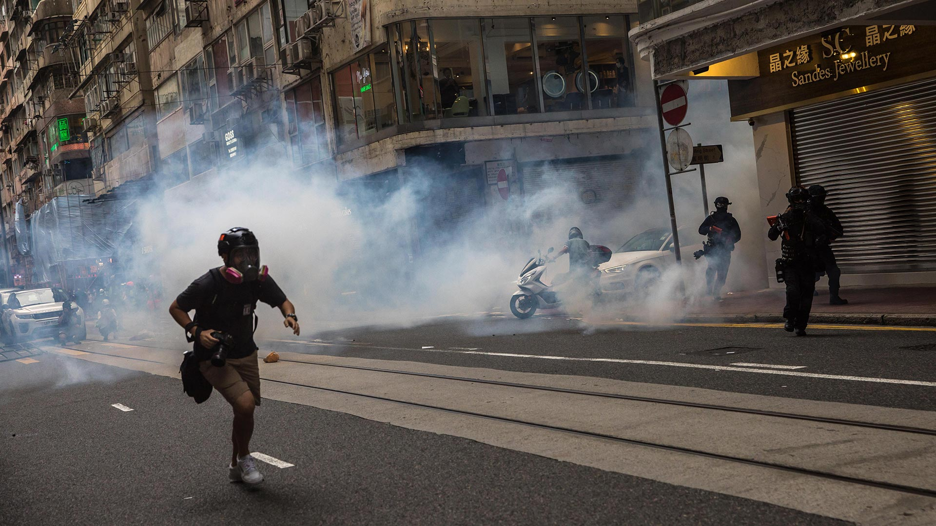 El Frente Civil de Derechos Humanos, el grupo que ha organizado las mayores manifestaciones celebradas en Hong Kong en 2019, había prometido que seguiría adelante con la marcha que ha convocado a pesar de no contar con permiso