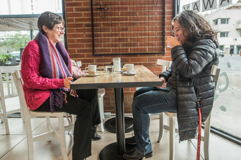 De 7 a 18 se puede ir a tomar un café. Las mesas deben tener hasta un máximo de 4 personas y el tapaboca debe estar colocado al entrar y al salir.