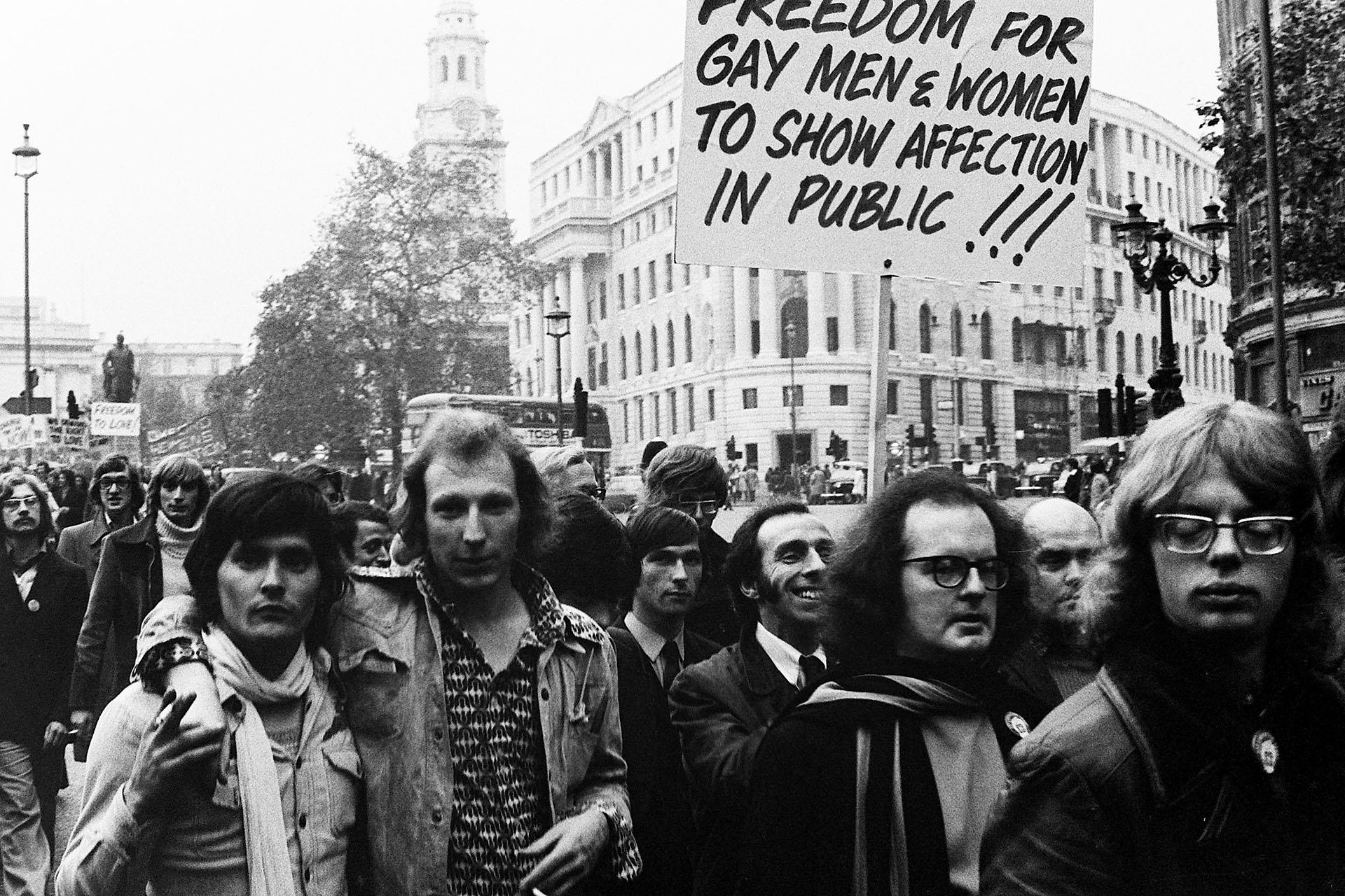 El 28 de agosto de 1971 la marcha en Londres partió desde Hyde Park hacia Trafalgar Square en una campaña por la igualdad de derechos para los homosexuales