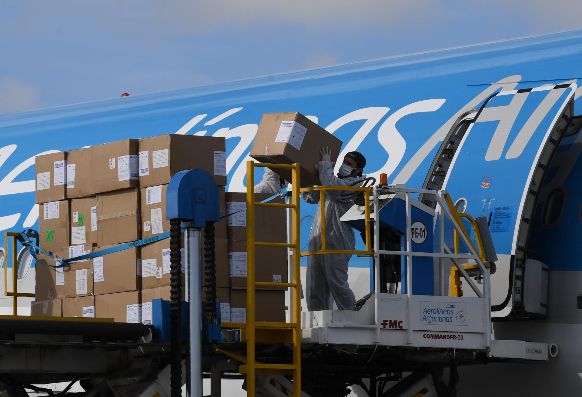 También se descargaron cajas camisolines comprados que serán enviados a la provincia de Santa Fe