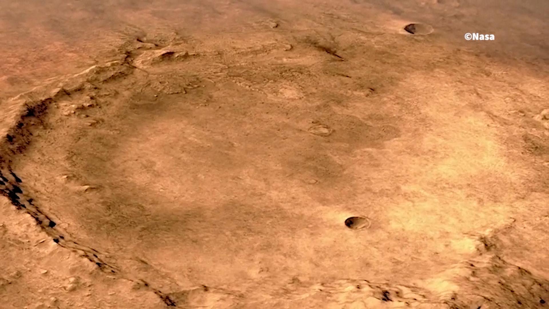 El planeta rojo una vez tuvo los ingredientes de la vida: agua, compuestos orgánicos y un clima favorable. En las muestras que recolectará Perseverance, los científicos esperan encontrar fósiles de bacterias o de otros microbios y confirmar que la vida existió en Marte.