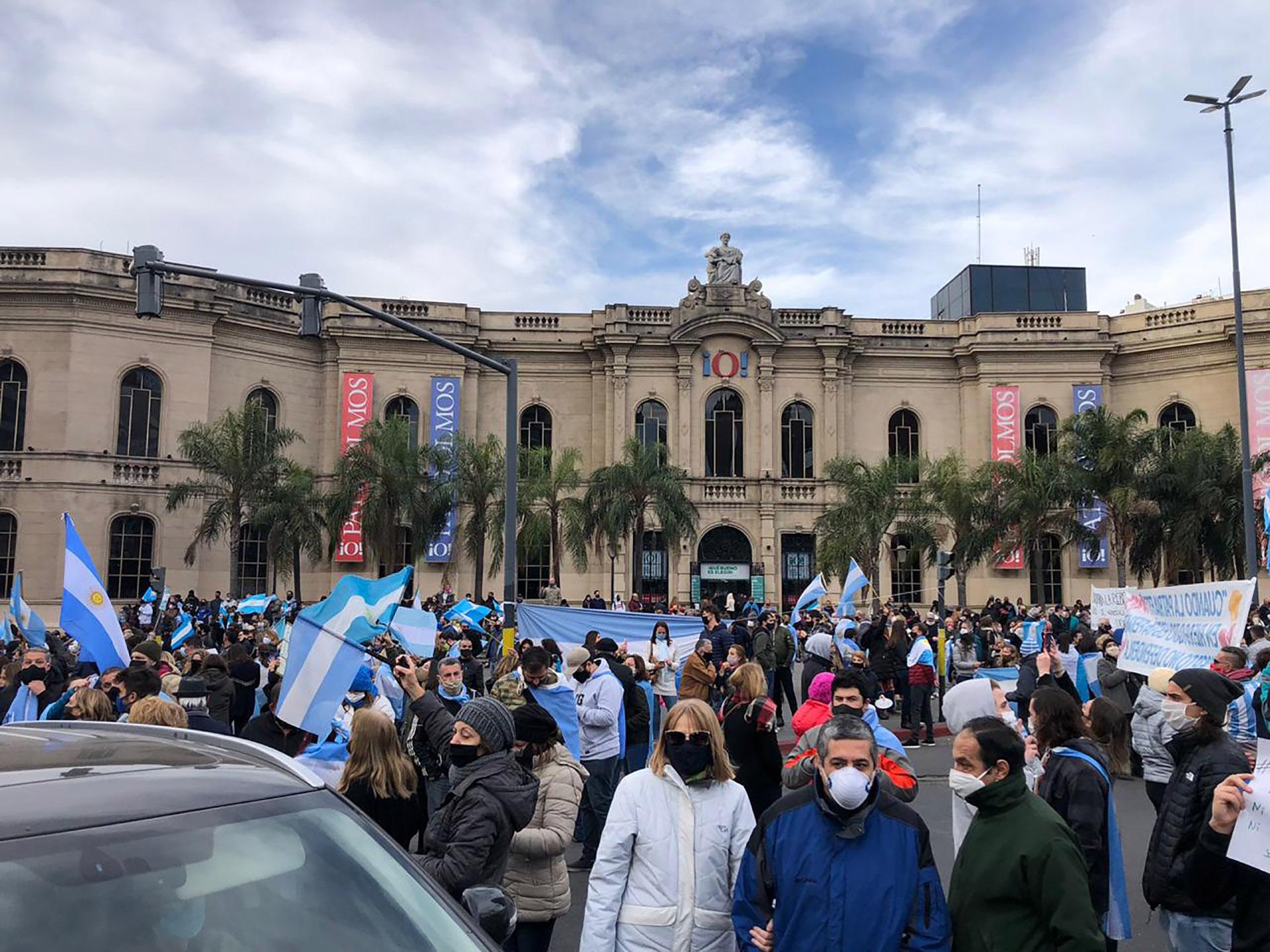 El Patio Olmos, en Córdoba, fue otro de los puntos de reunión en el país
