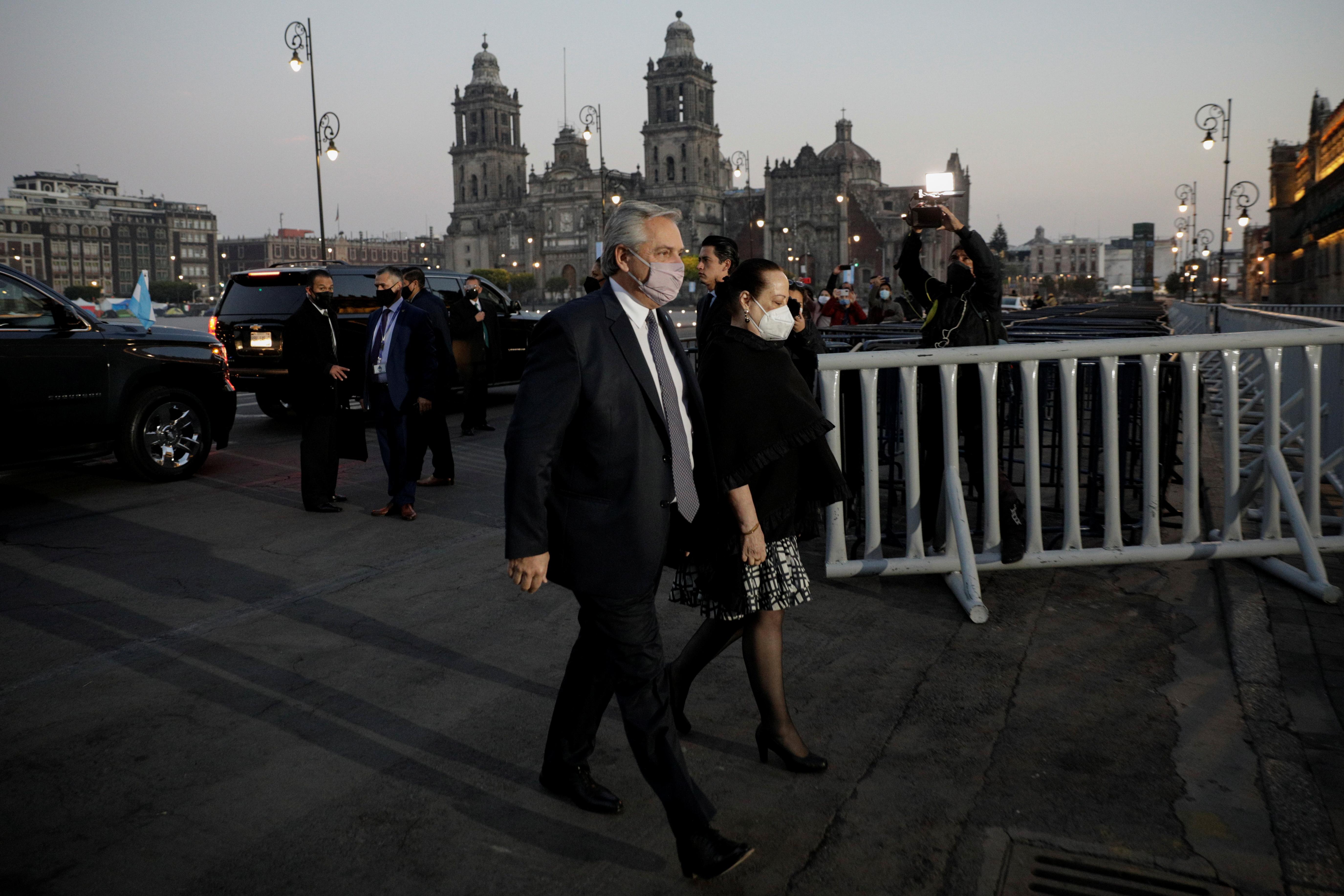El presidente de Argentina, Alberto Fernández, llega al Palacio Nacional para una reunión con Andrés Manuel López Obrador, en el centro de la Ciudad de México, México, el 23 de febrero de 2021.
