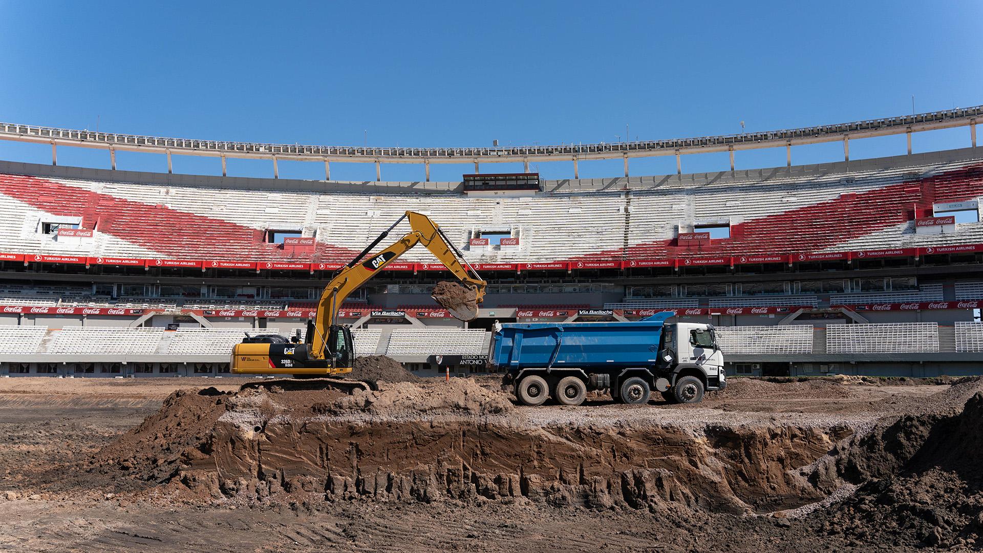 El Monumental, sin césped: la obra está inspirada en los campos de juego de los principales estadios de Europa