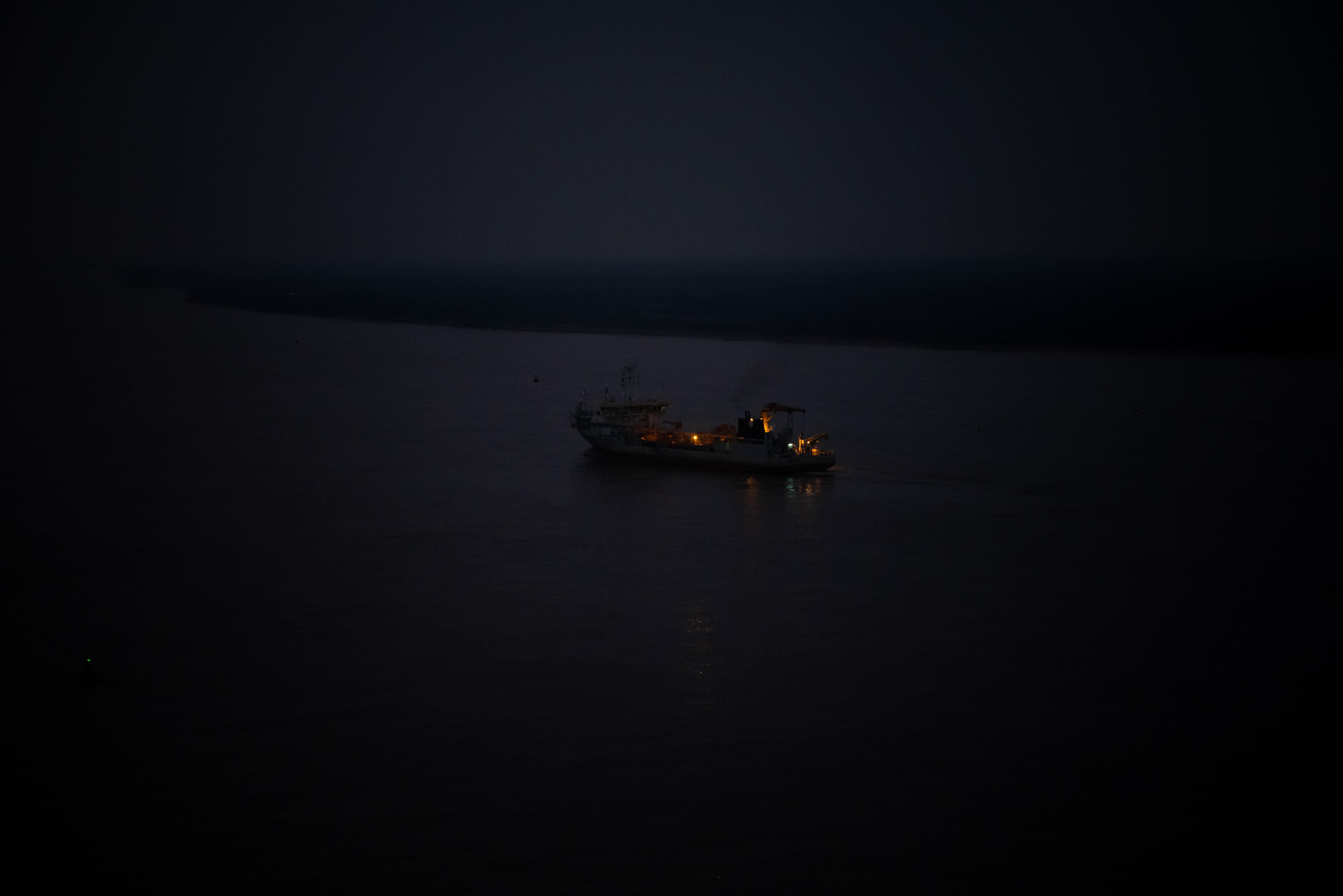 Según la Convención Ramsar, convención internacional para la protección de humedales, se define como humedal todo cuerpo de agua con menos de 6 metros de profundidad y puede tratarse tanto de sitios continentales como de costas marinas