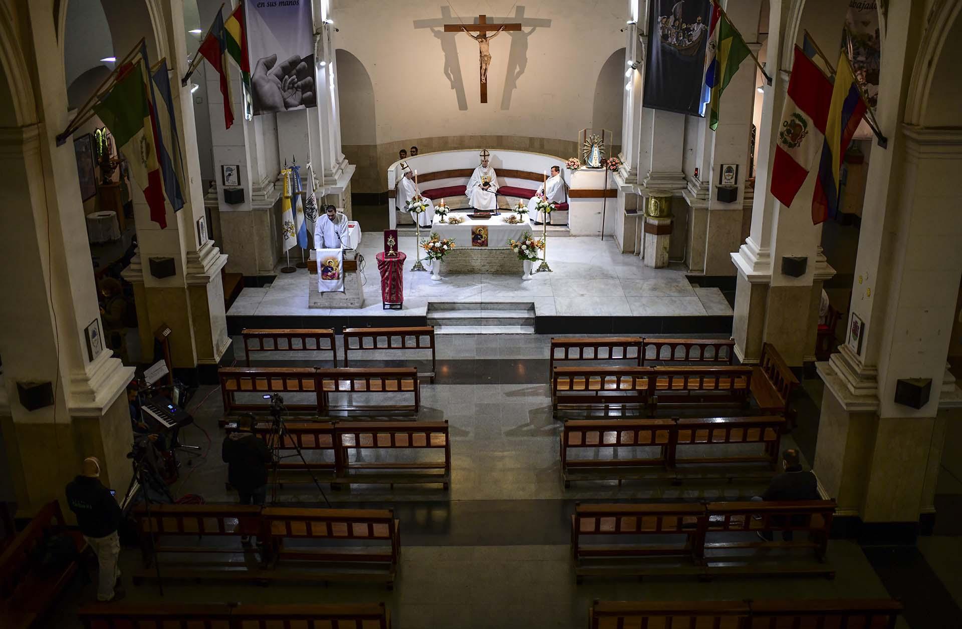 El 7 de agosto se celebra el Día de San Cayetano, patrono del pan y del trabajo. Este año, la peregrinación fue virtual y el arzobispo de Buenos Aires Mario Poli realizó una misa dentro de la iglesia cerrada de San Cayetano