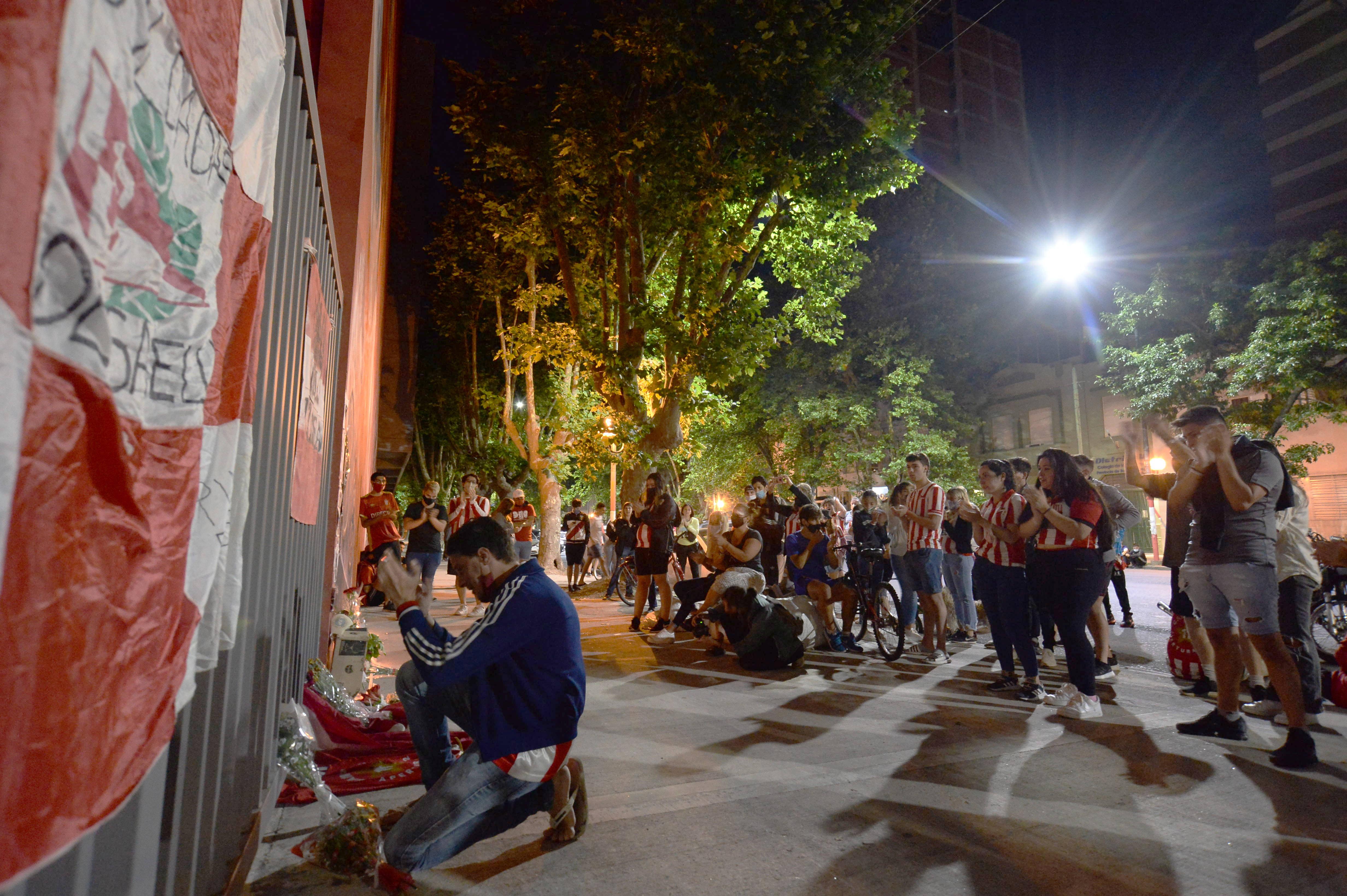 La cancha del León está ubicada en la avenida 1 entre 55 y 57, en la ciudad de La Plata, Argentina
