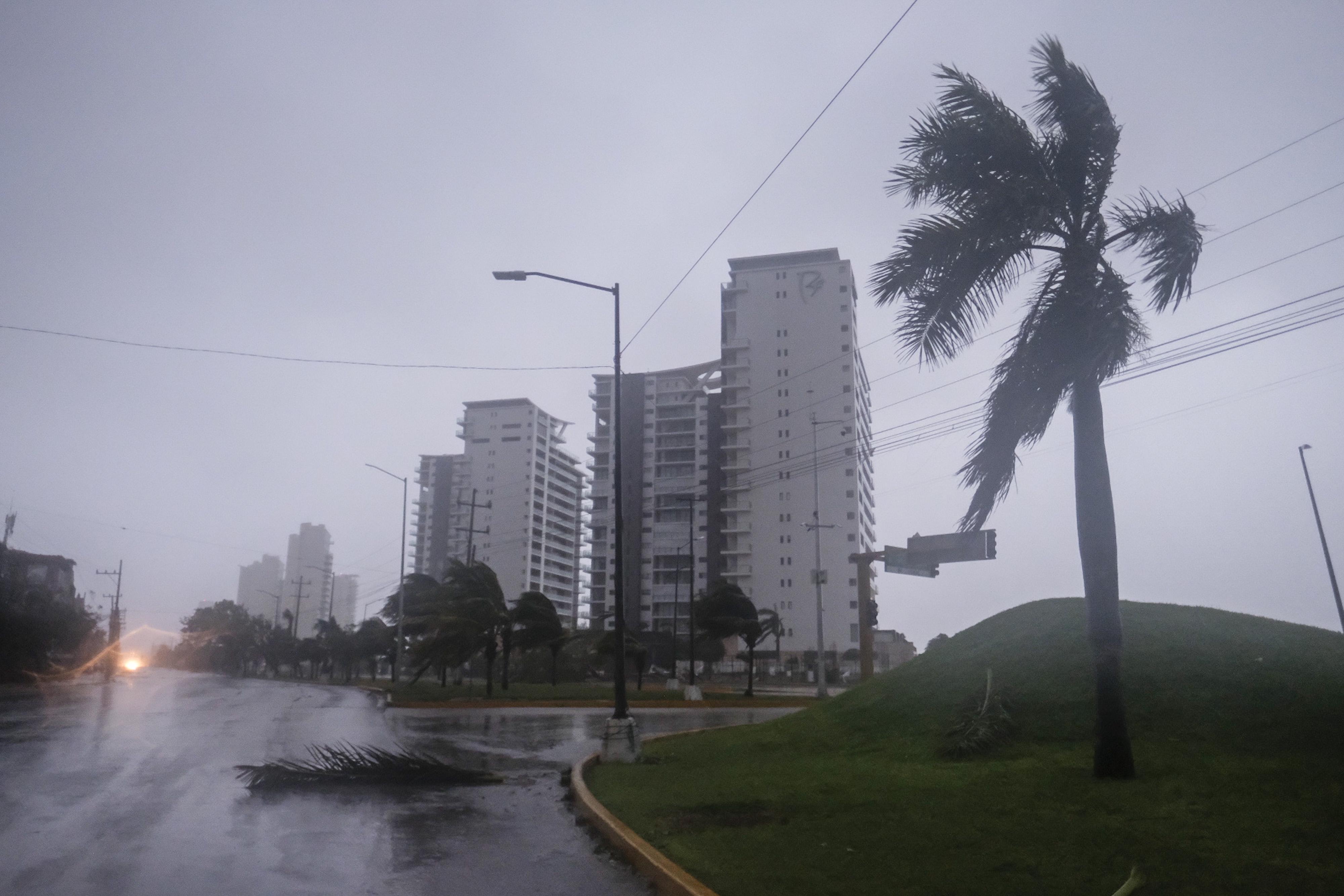 Una vista de una calle inundada en Cancún, México, el miércoles 7 de octubre de 2020.
