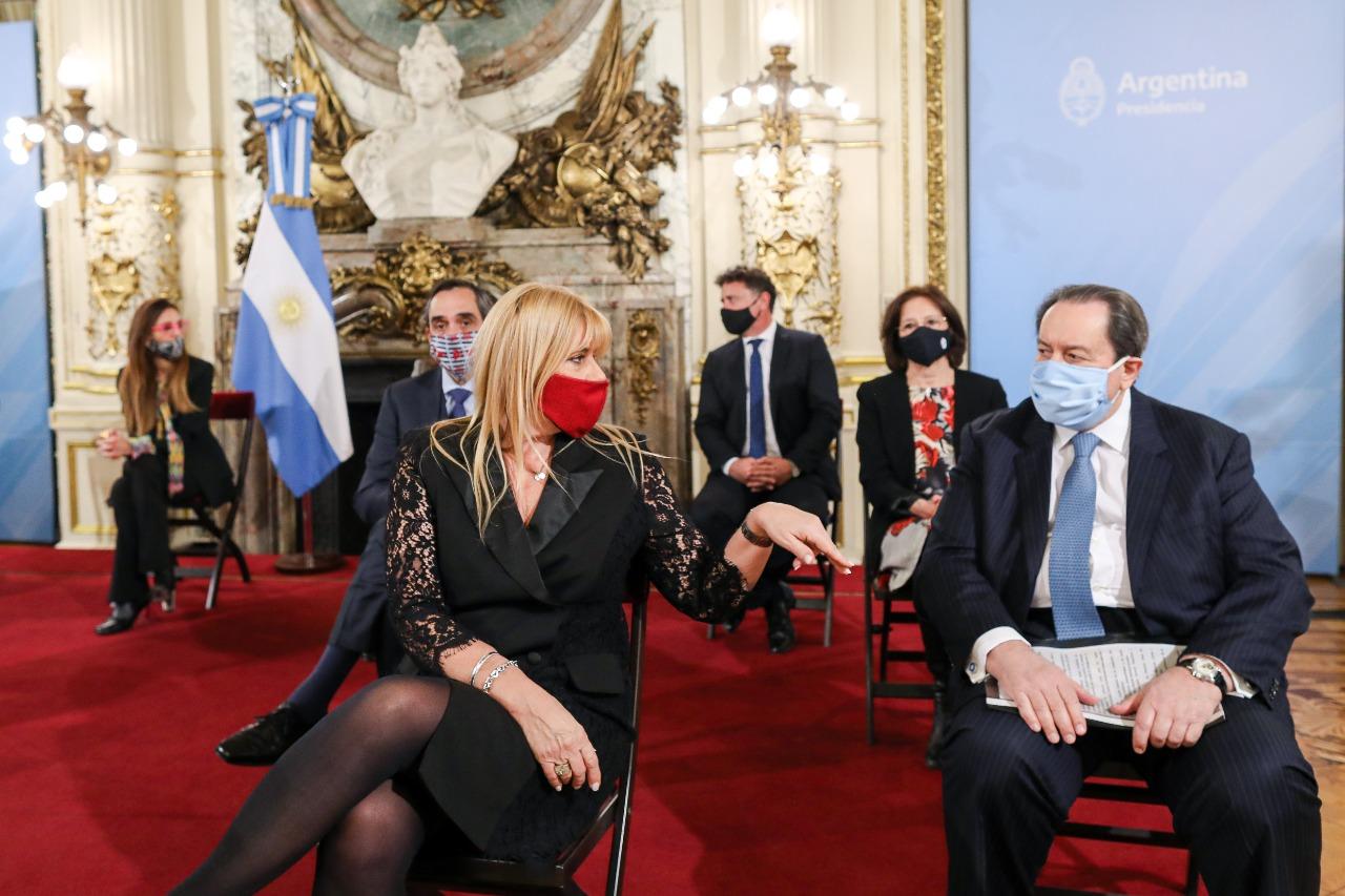 La ministra de Justicia, Marcela Losardo, y el ex ministro de Justicia bonaerense León Arslanian