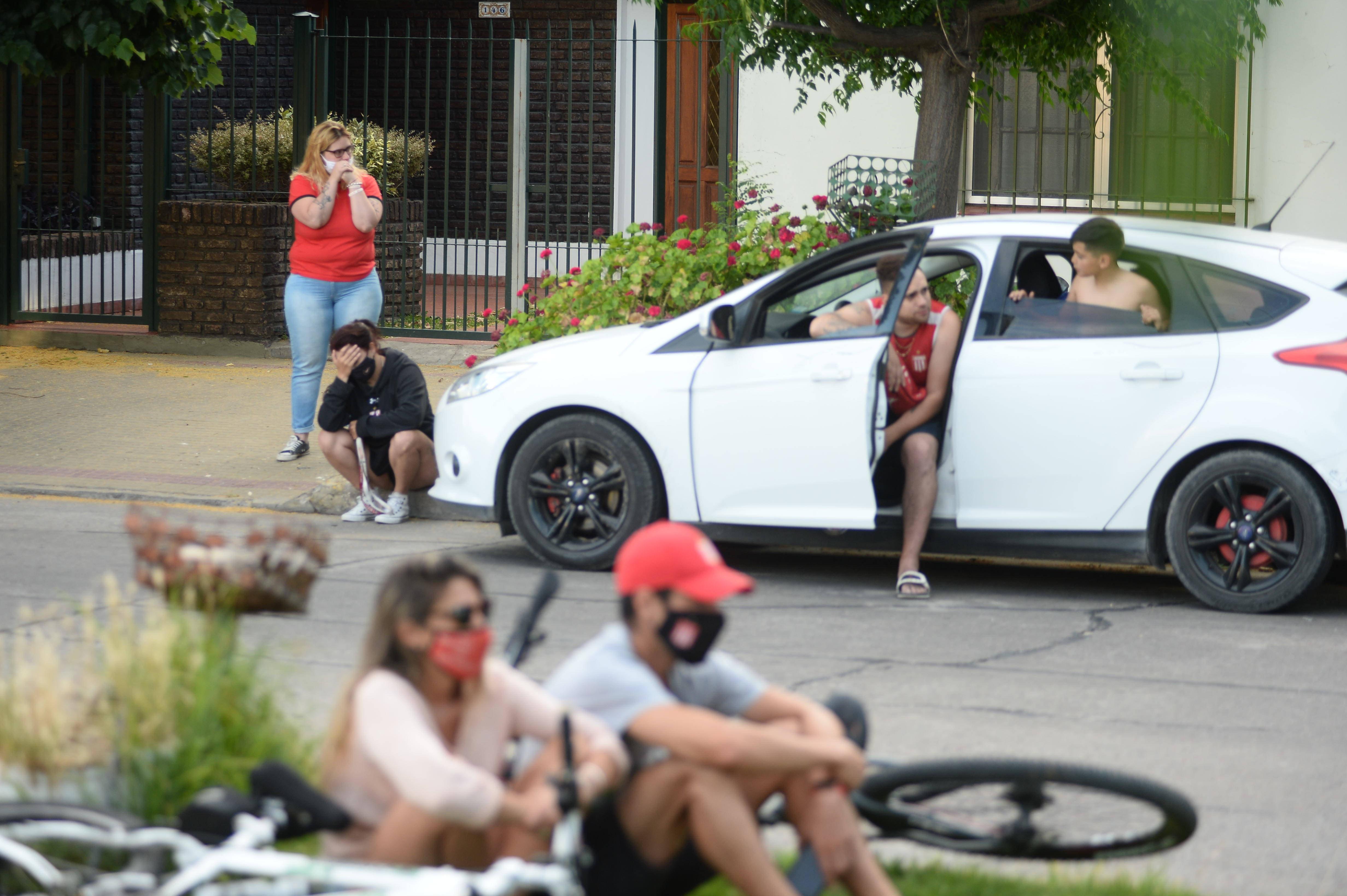 En la casa de Sabella, los vecinos y fanáticos de Estudiantes de La Plata le rindieron un emotivo homenaje
