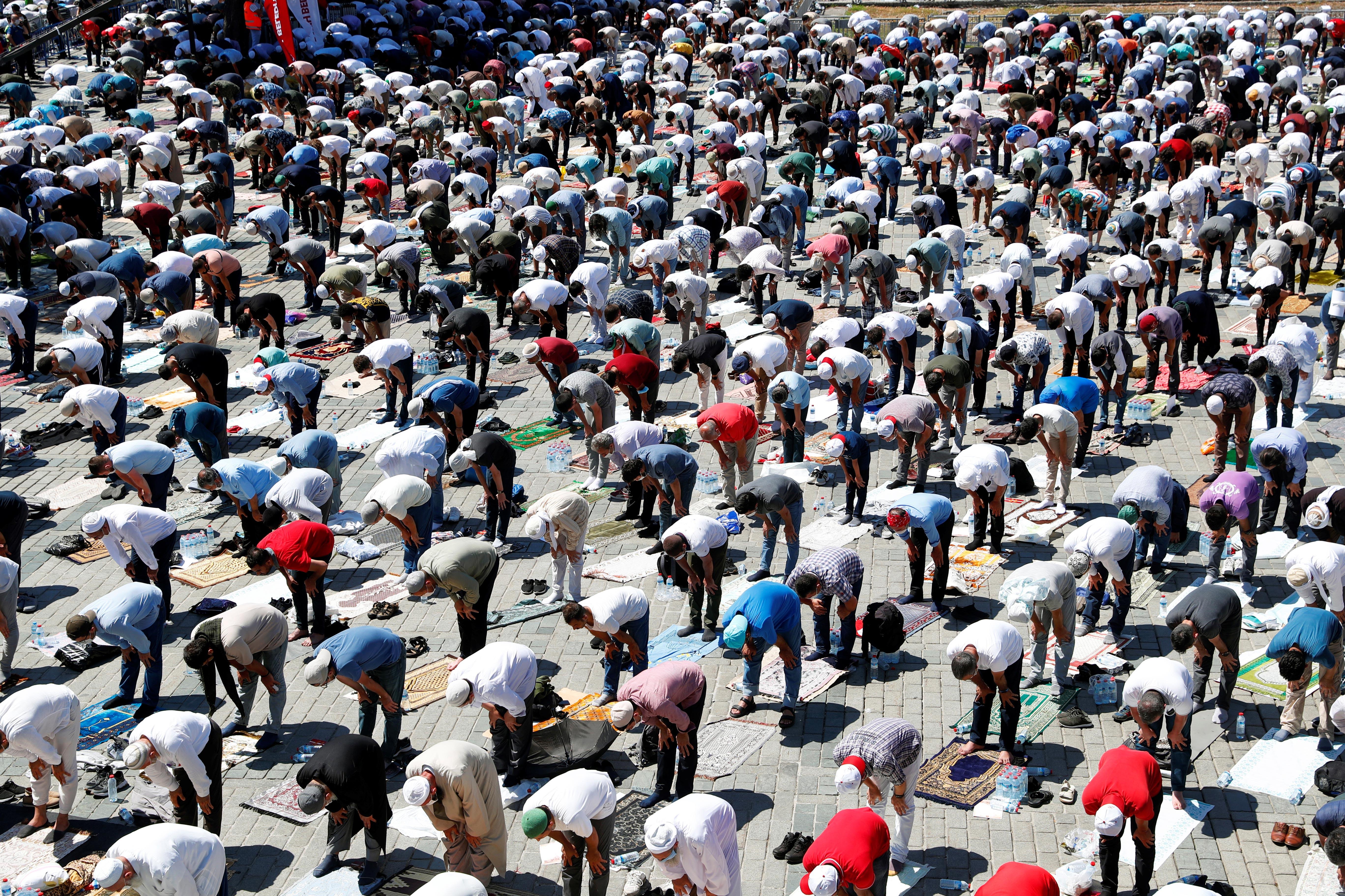 Miles de personas se congregaron (Reuters)