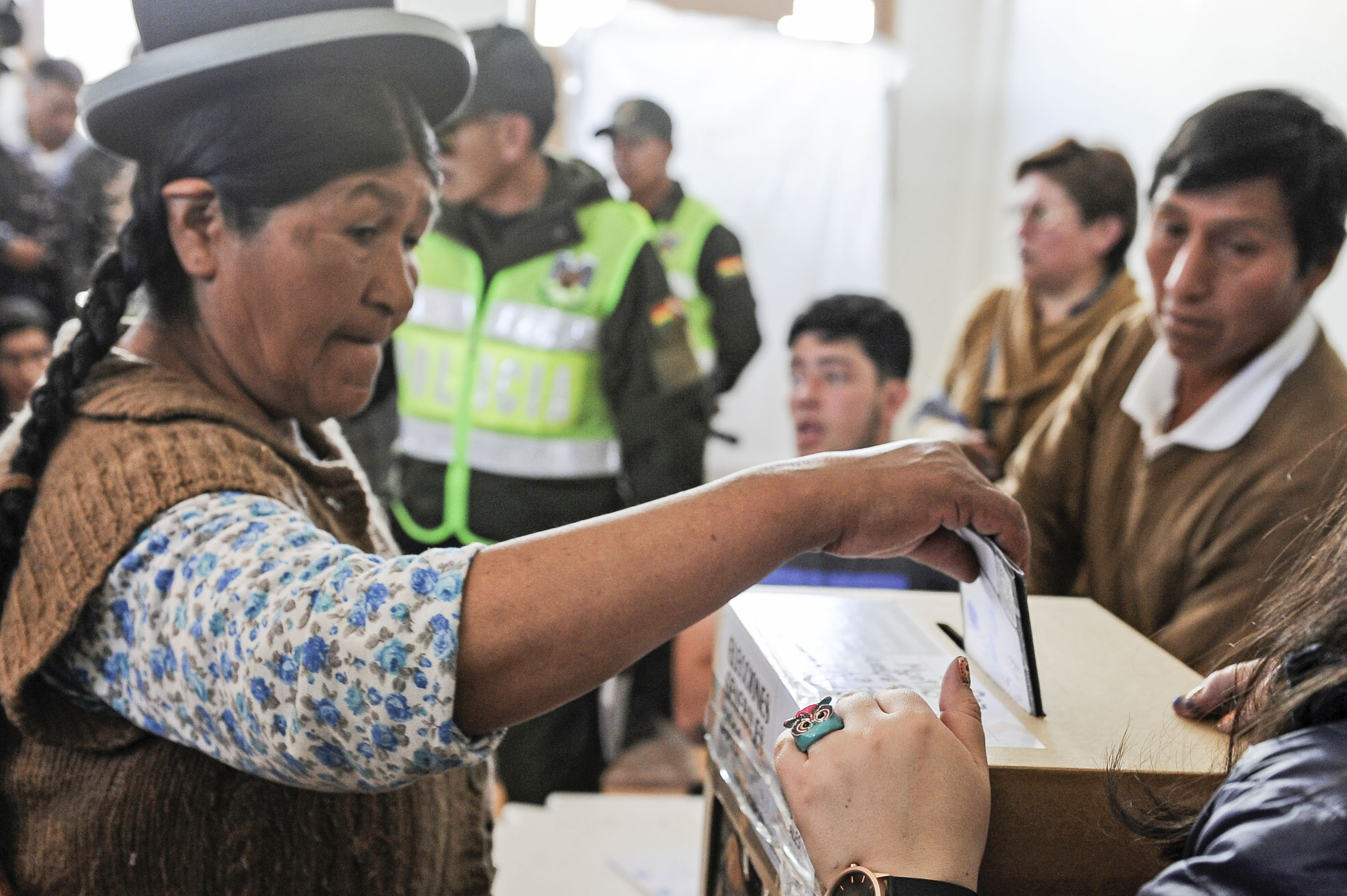 Los últimos sondeos en Bolivia dejan la puerta abierta a una segunda vuelta  electoral - Infobae