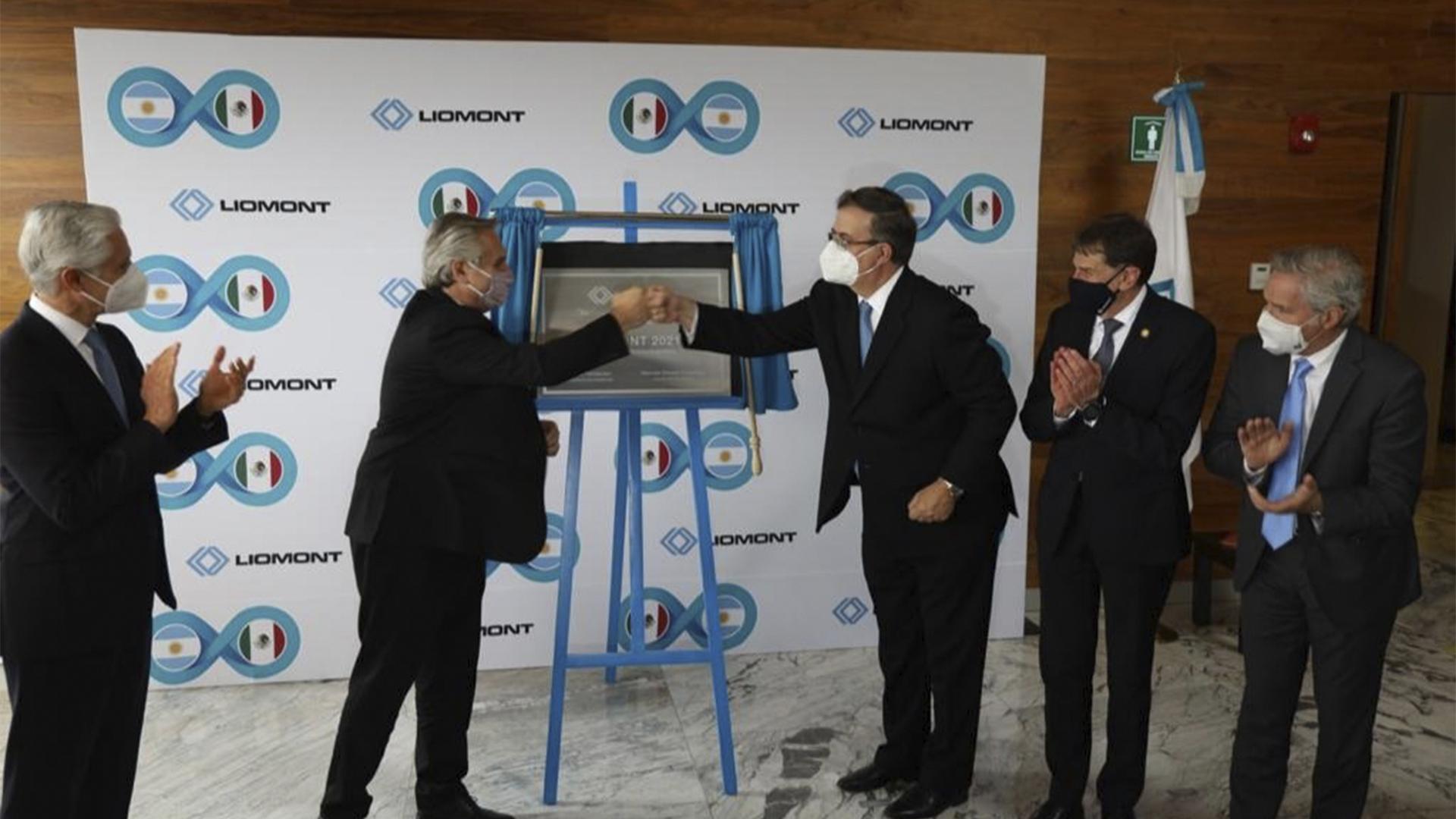 El presidente Alberto Fernández y el secretario de Relaciones Exteriores visitan los laboratorios Liomont. 22 de febrero de 2021.