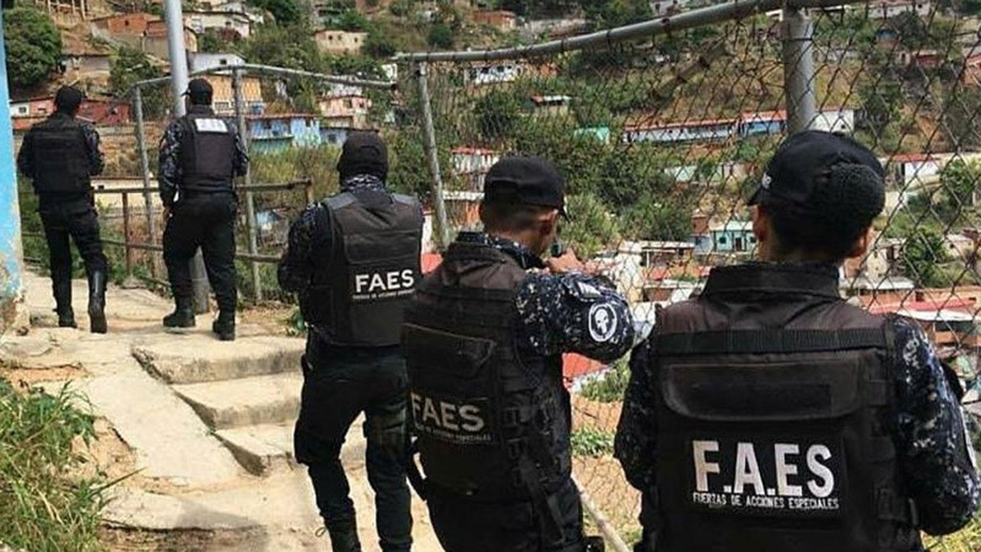 Cómo los colectivos chavistas lograron que la Fiscalía arreste a  integrantes de FAES que asesinaron a cinco hombres en Venezuela - Infobae