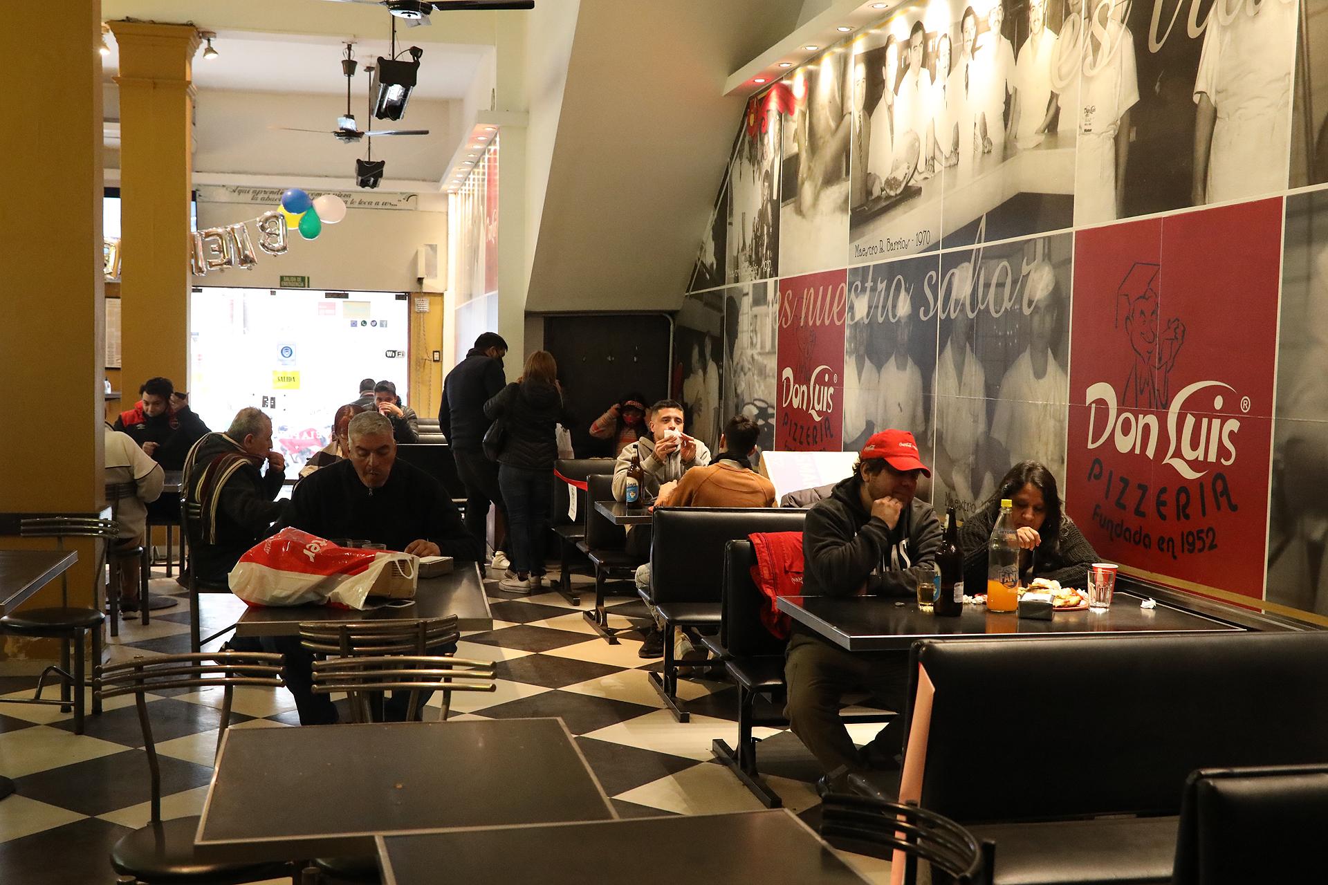 El titular del COE, Juan Ledesma indicó que los bares y restaurantes podrán trabajar de 10 a 23 horas