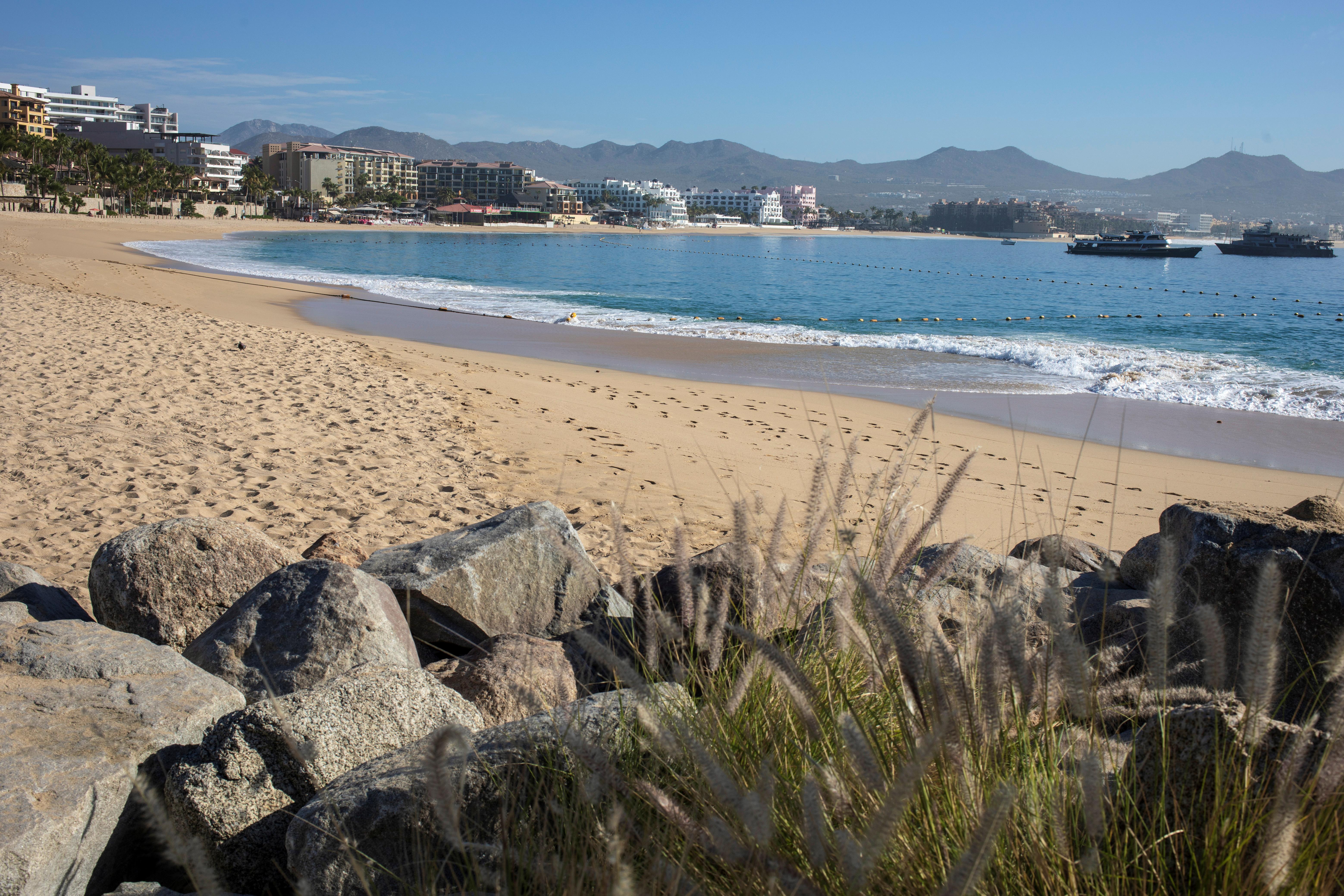 La playa de Los Cabos desierta (REUTERS/Fernando Castillo)