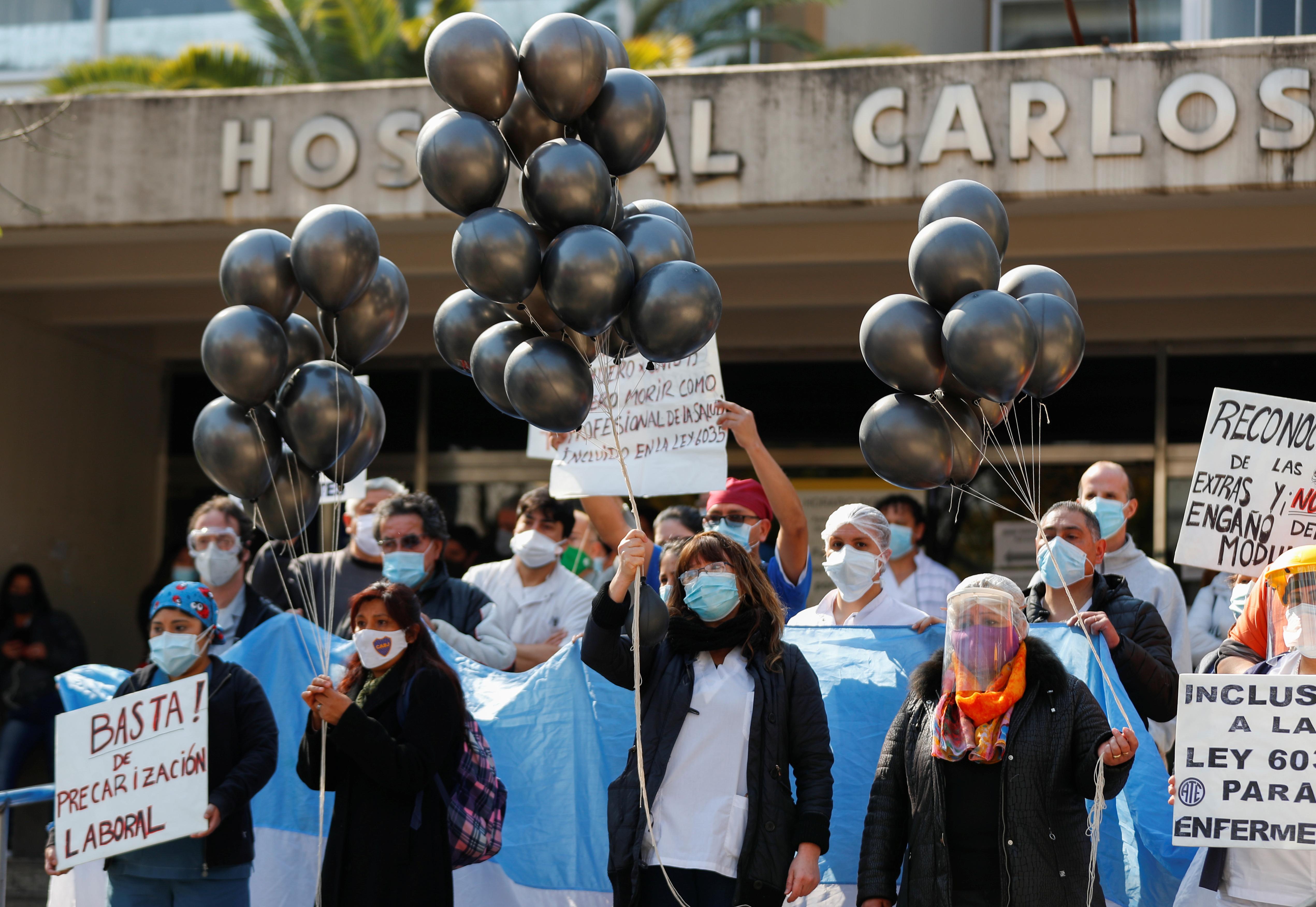 Protesta de Personal de Salud. Según las cifras oficiales, son 119 los muertos en ese ámbito. REUTERS/Agustin Marcarian