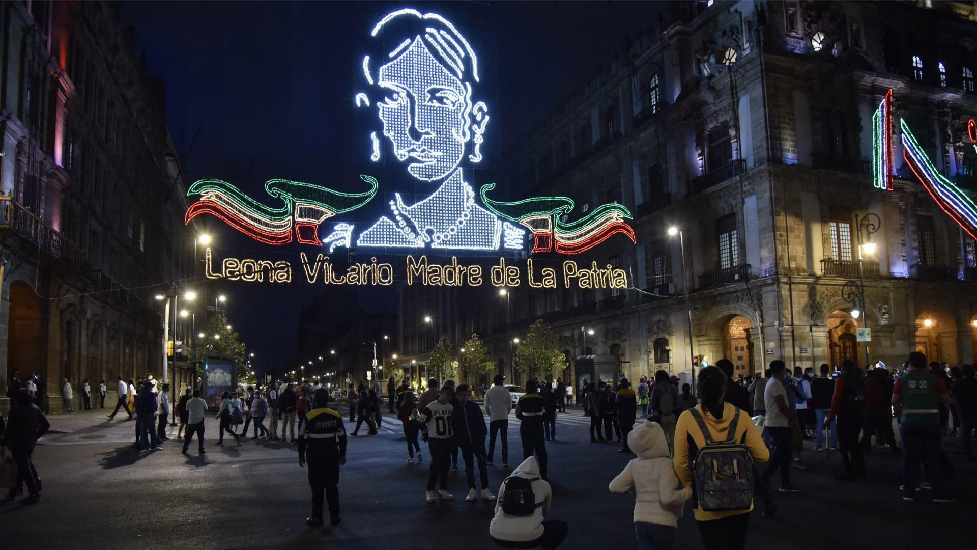 Cientos de capitalismo fueron testigos del tradicional encendido del alumbrado para las fiestas patrias (Foto: Cuartoscuro)