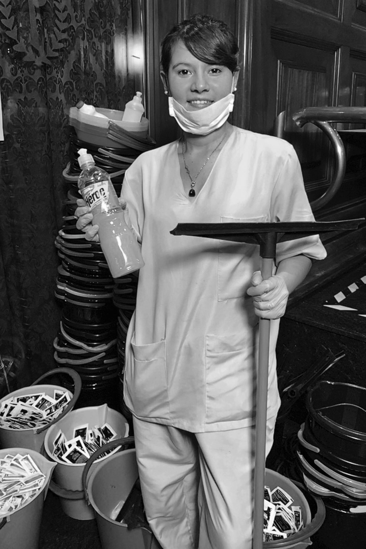 Carolina Cavana, es empleada de limpieza y desinfección del Hotel Presidente