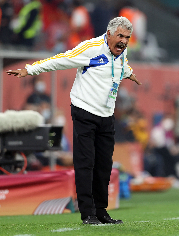 Ricardo Ferretti, director técnico de Tigres. Estadio Ciudad de la Educación en Rayán, Catar.