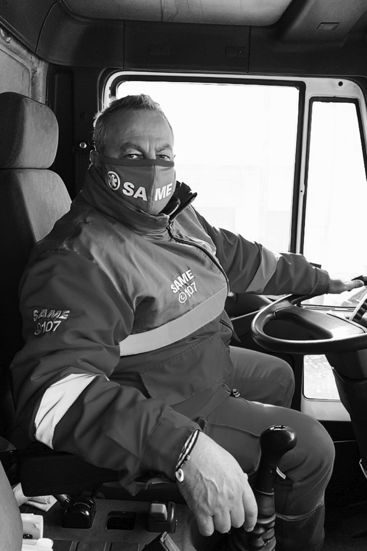 Aldo de Matteo, 55, trabaja de lunes a lunes como chofer de ambulancia del SAME
