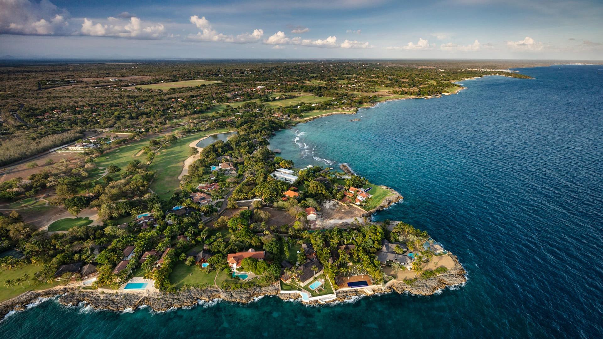 Las villas privadas incluyen, por supuesto, franjas de playa privada, piscina y atención personalizada de mayordomo