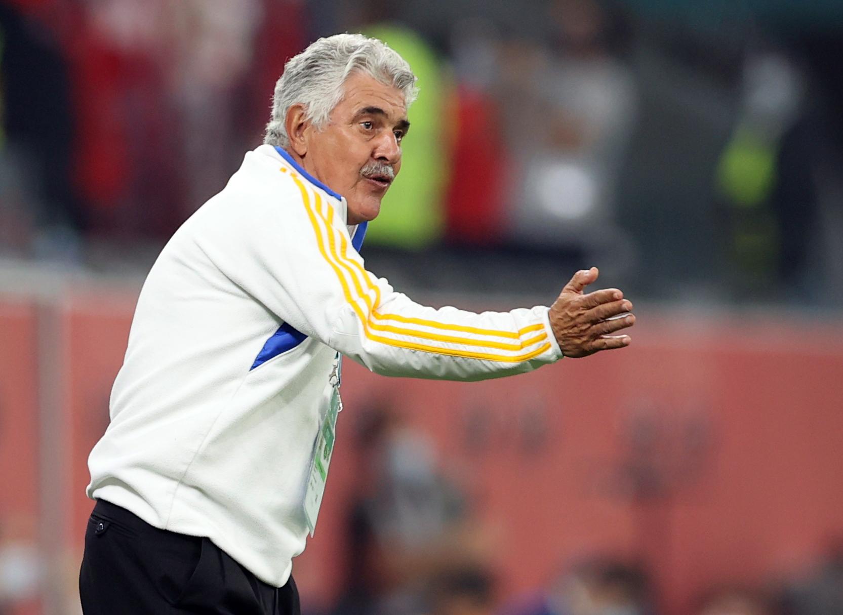 Ricardo Ferrett, director técnico de Tigres. Estadio Ciudad de la Educación en Rayán, Catar.