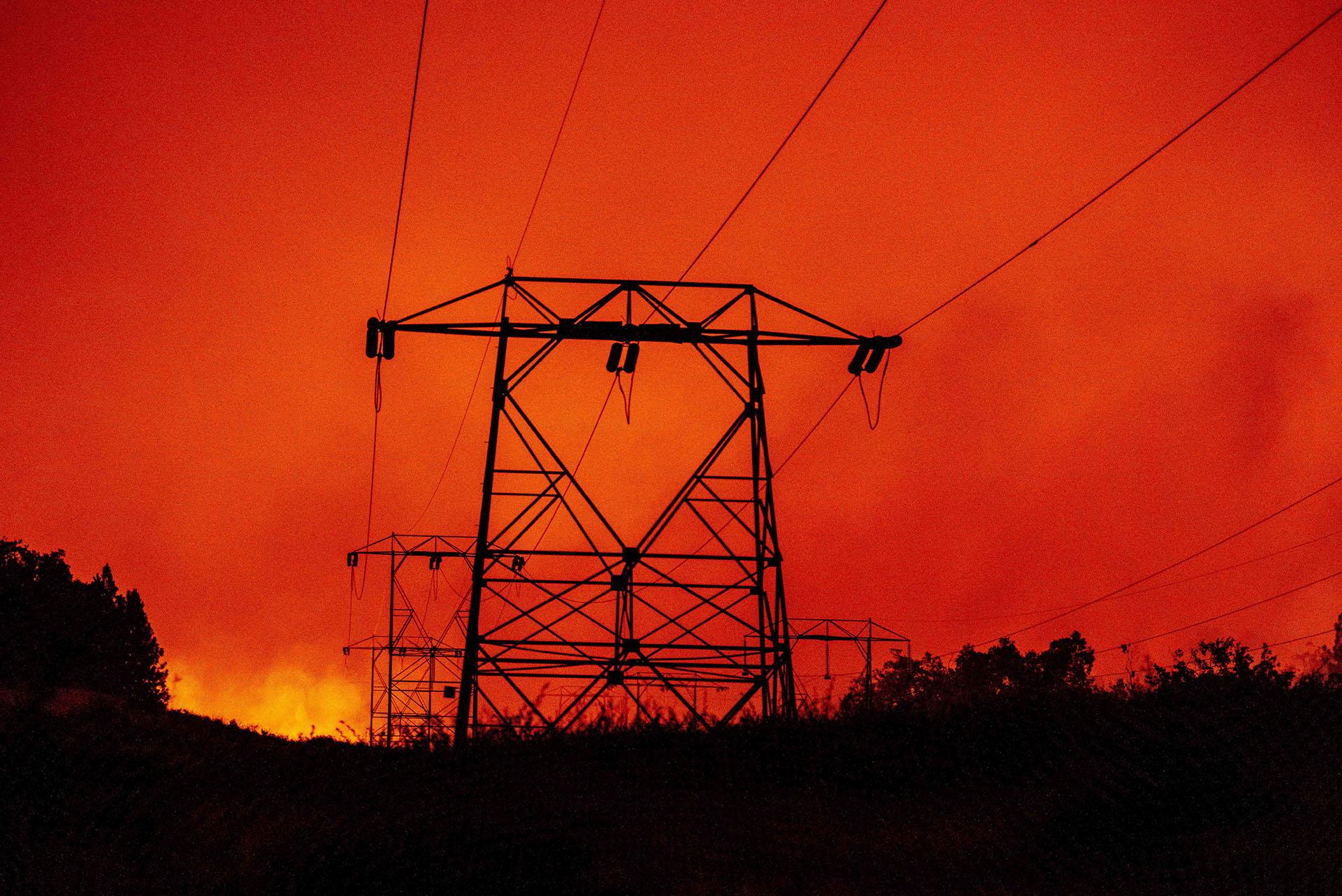 El incendio de Creek en el norte de California se ha extendido hasta ahora a 135.525 acres, destruyó 65 estructuras y está fuera de control, dijo el Departamento de Silvicultura y Protección contra Incendios de California (Cal Fire) en una actualización. (JOSH EDELSON / AFP)