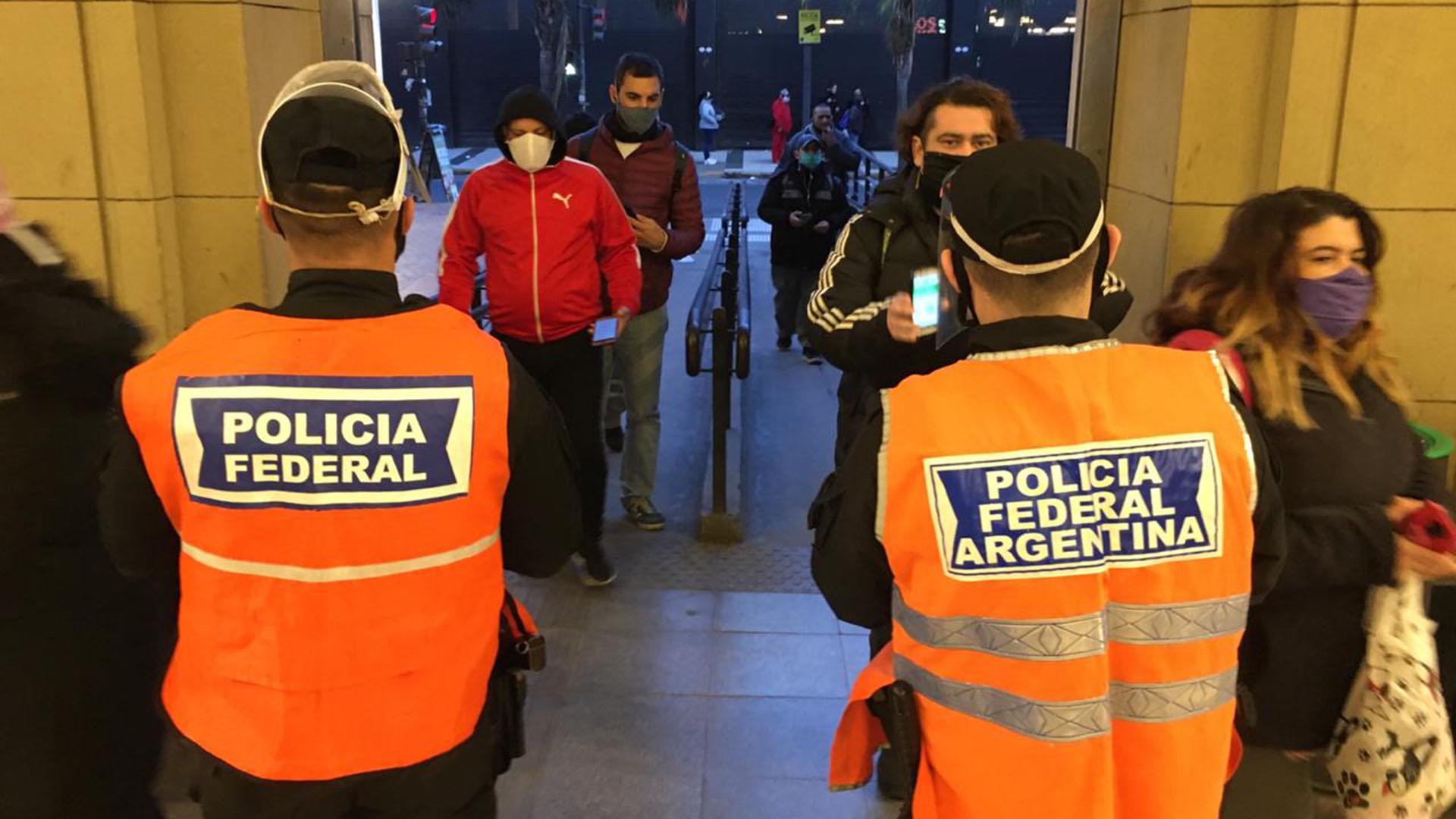 Los tapabocas y barbijos, obligatorios en la nueva normalidad de los argentinos
