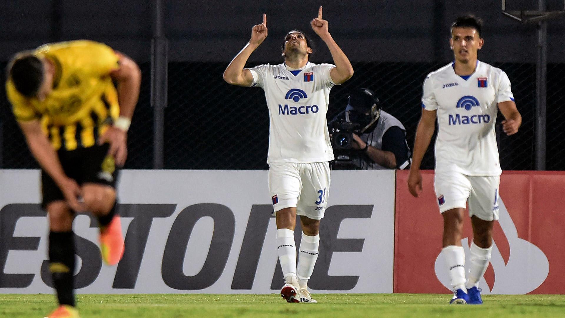Pablo Magnín festeja la apertura del marcador para Tigre en Asunción. Luego llegó el aluvión de Guaraní (DANIEL DUARTE / AFP)