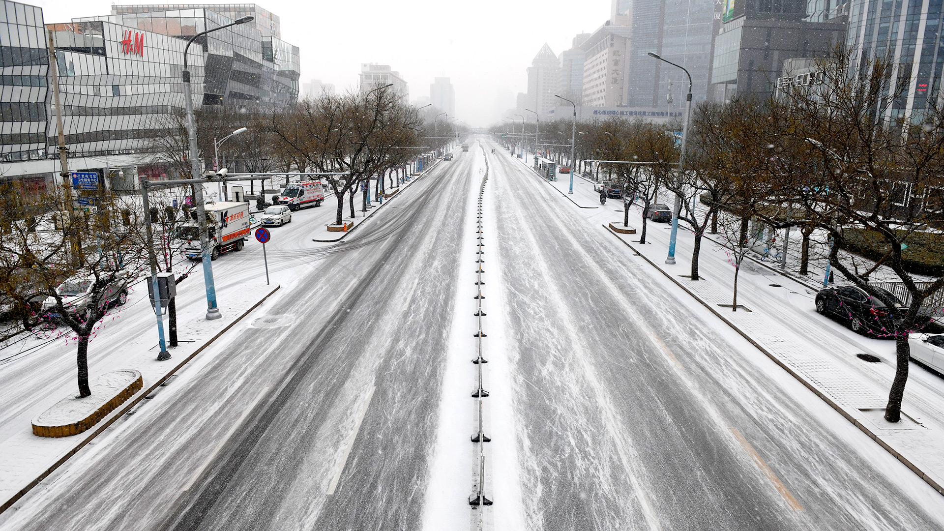 Beijing, nevada y de cuarentena (Photo by GREG BAKER / AFP)