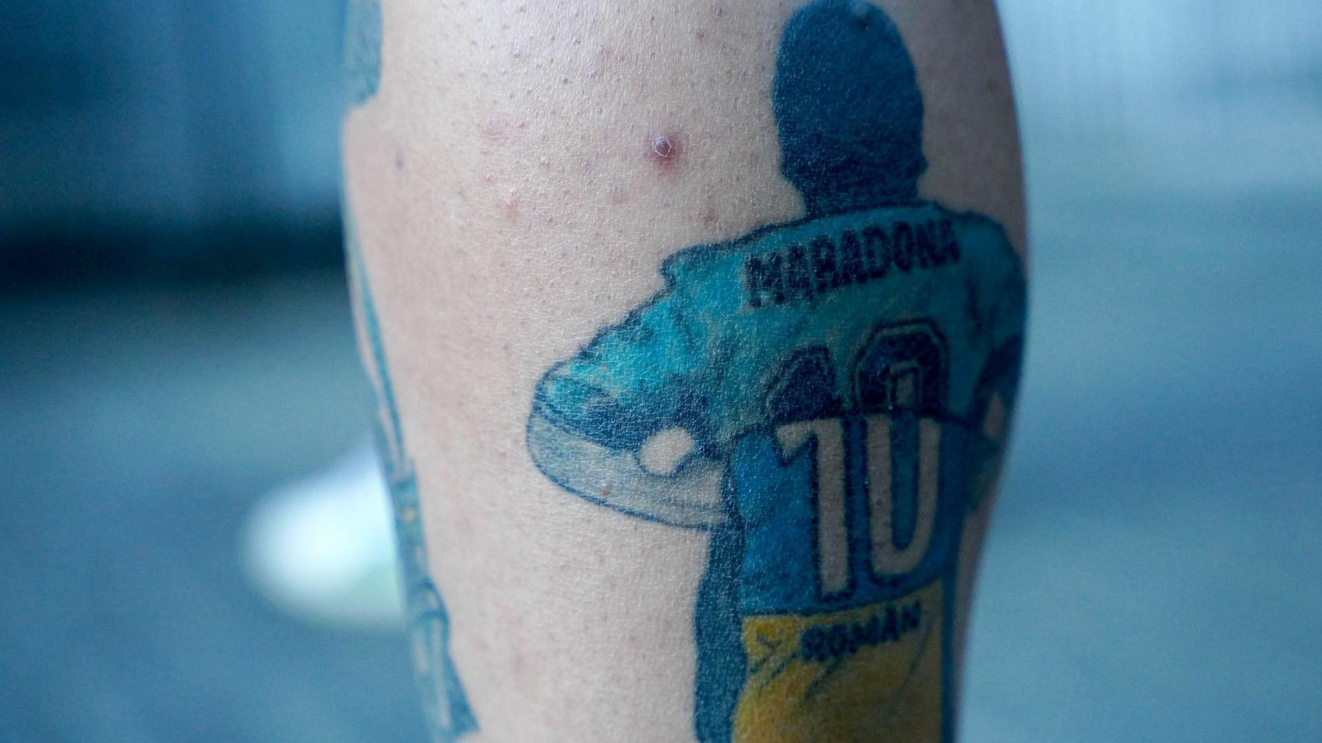 Otro tatuaje en reconocimiento a Pelusa. La Selección y Boca, unidos por la tinta