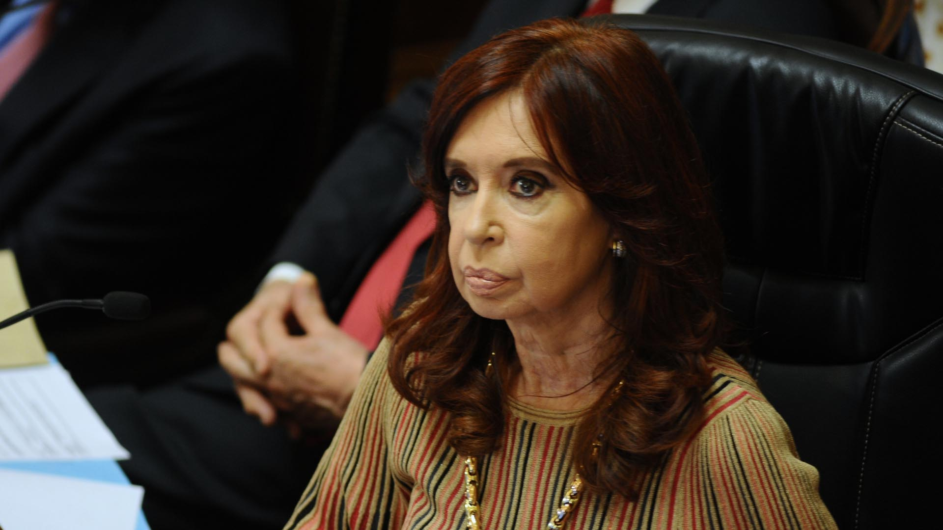 La presidenta del Senado, Cristina Kirchner, dio por iniciada la sesión pasadas las 16. Sólo tendrá que votar en caso de que haya empate